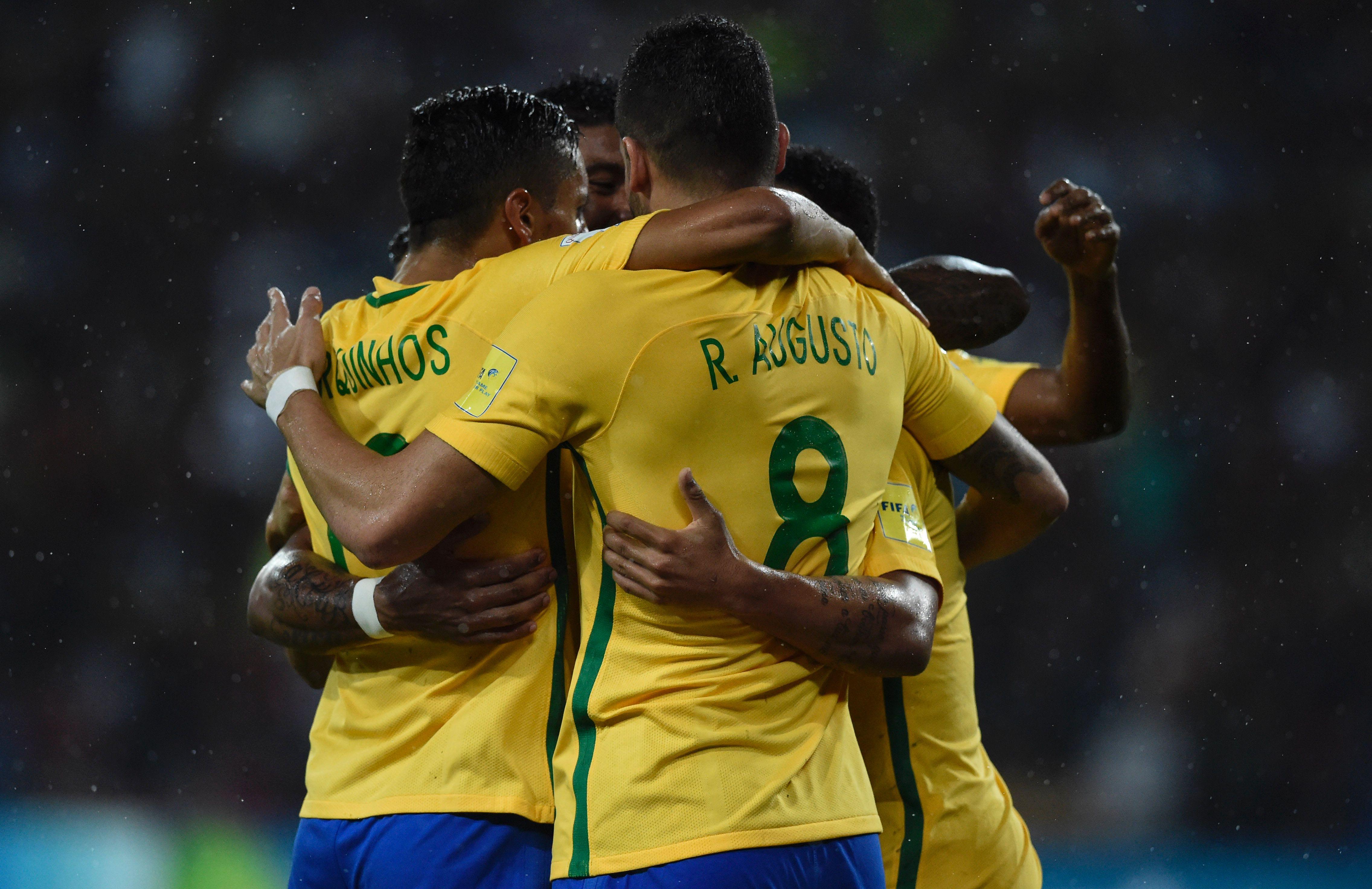 Football - Coupe du monde - Le Brésil prend le pouvoir, l'Argentine ridicule