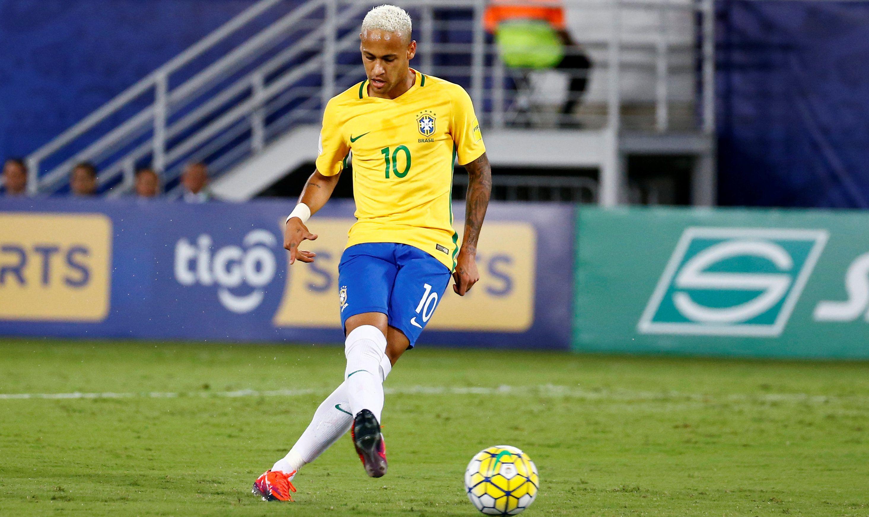 Football - Coupe du monde - Le Brésil suit la cadence, l'Argentine perd du terrain