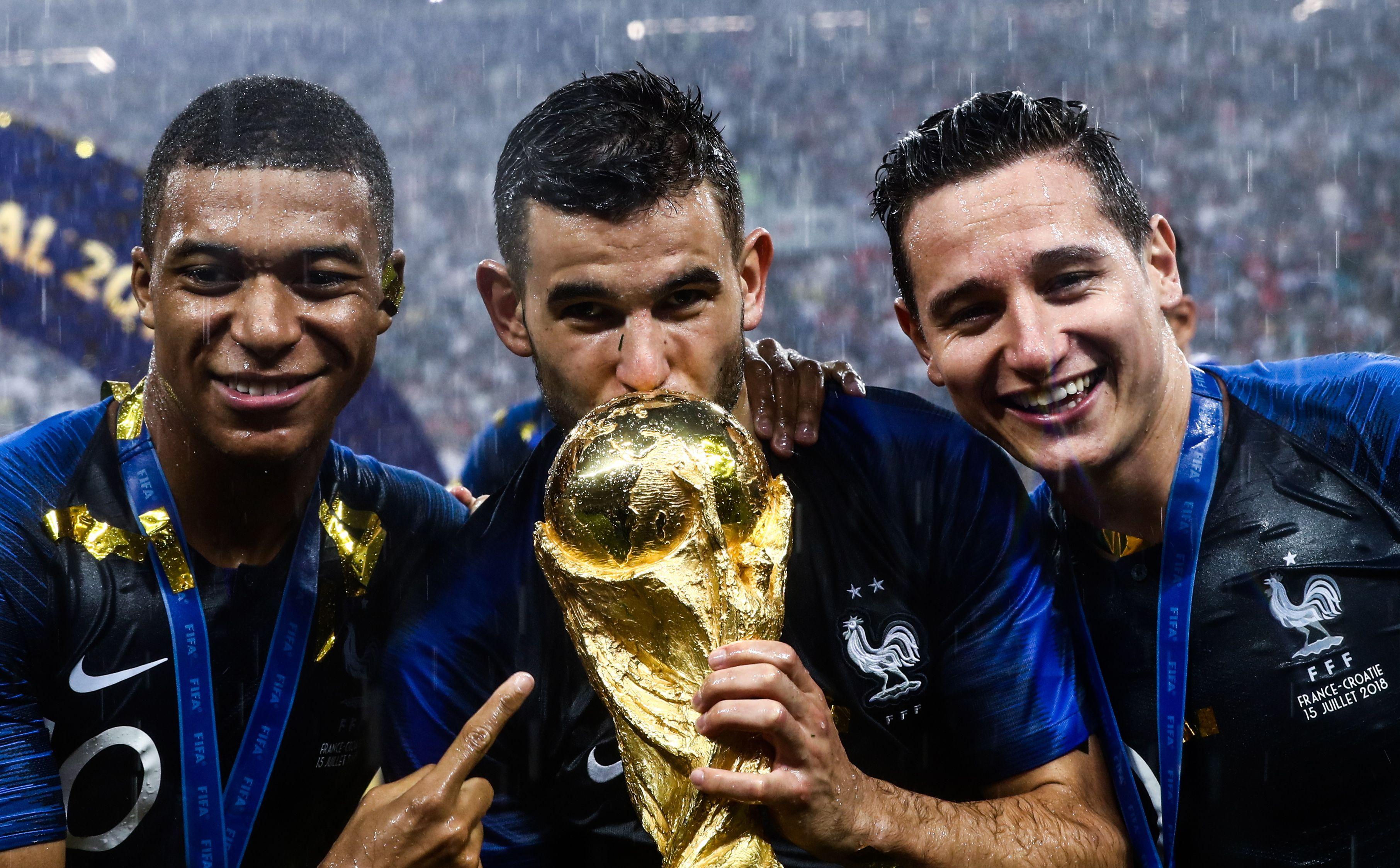 Football - Coupe du monde - Le maillot à deux étoiles des Bleus disponible à la vente jeudi ?