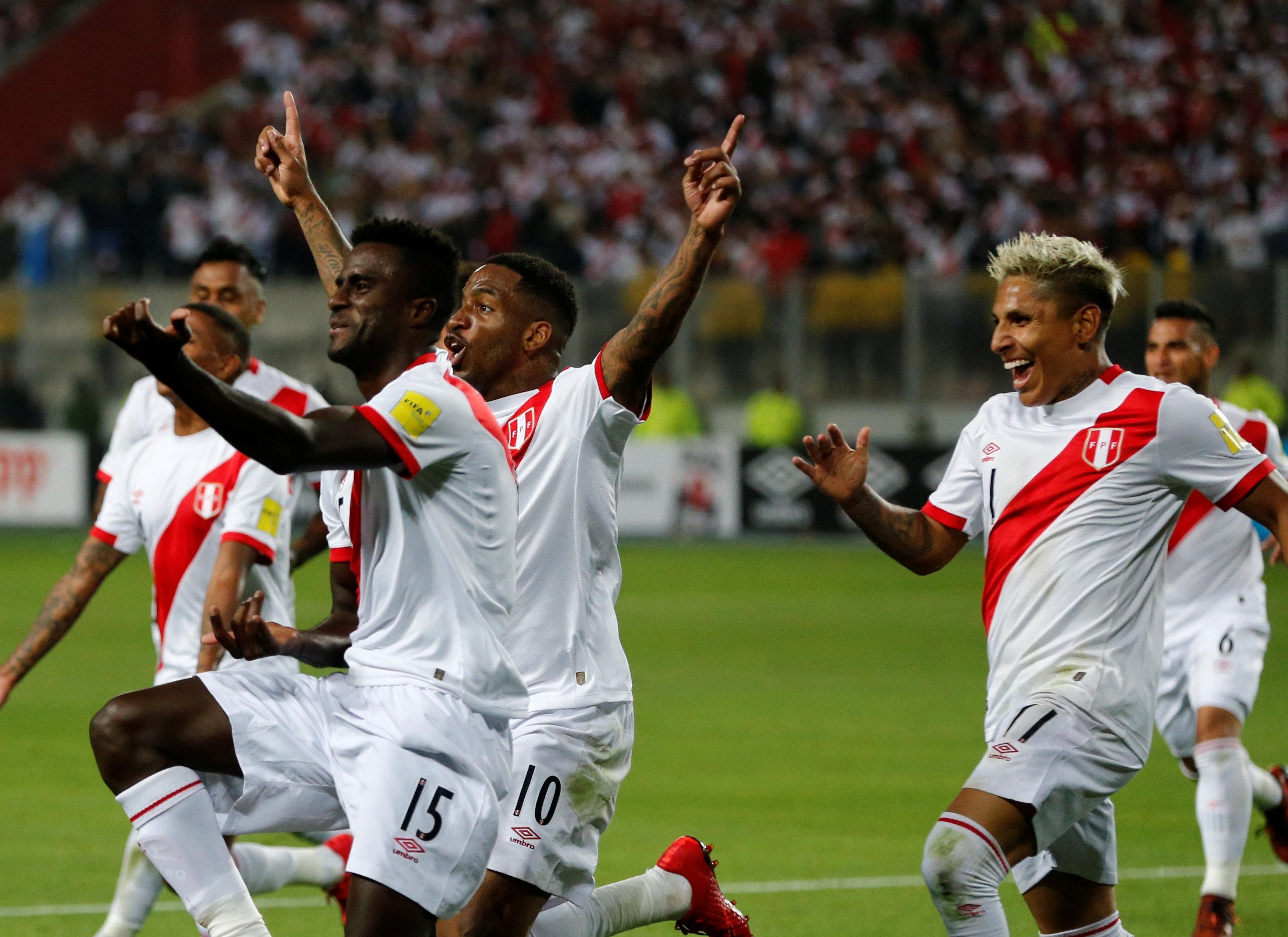 Football - Coupe du monde - Le Pérou à la fête, à l'image des Sud-Américains