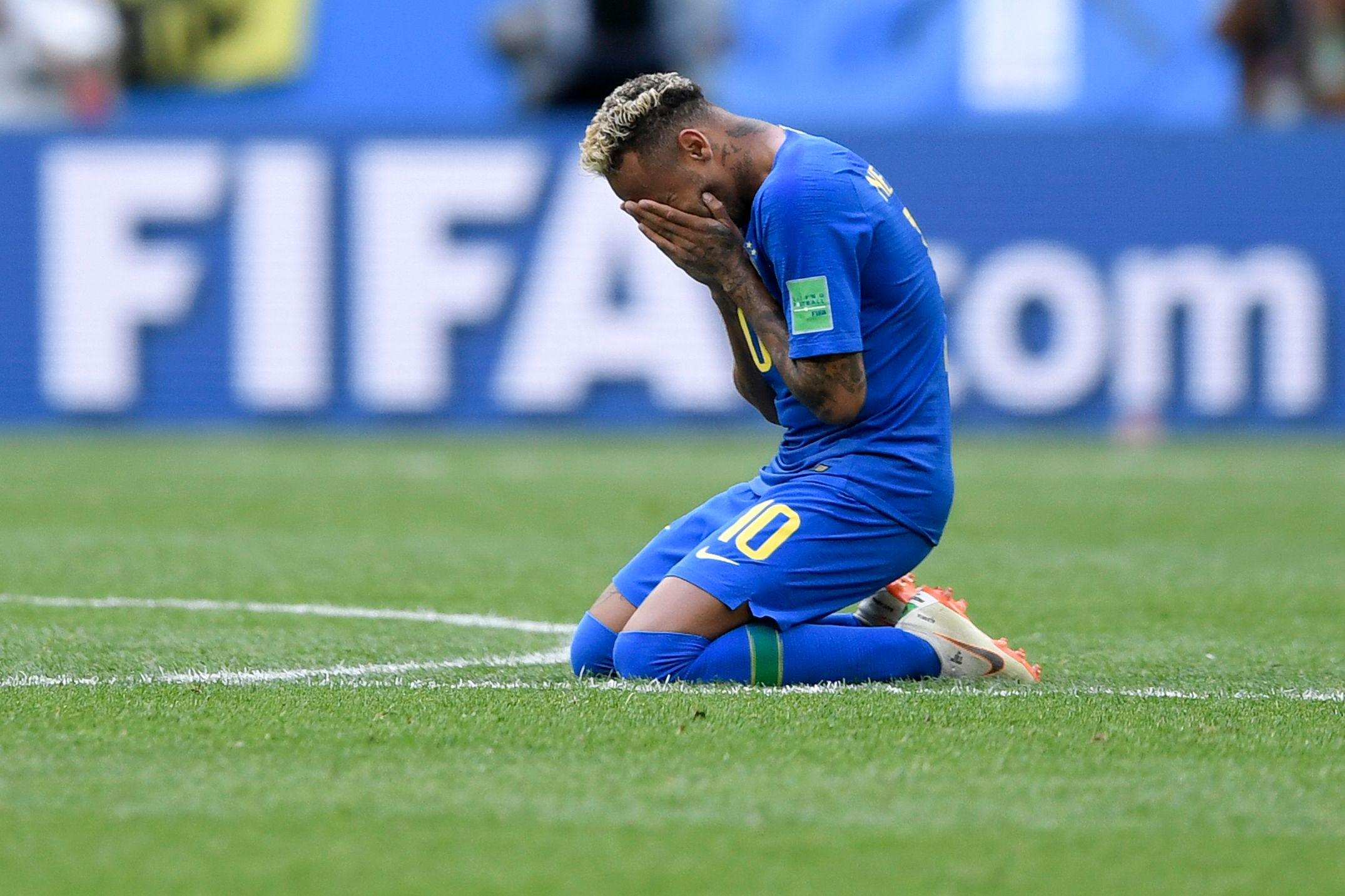 Football - Coupe du monde - Neymar fond en larmes à l'issue du match face au Costa Rica