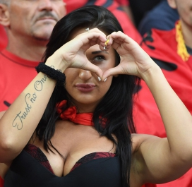 Supportrice albanaise