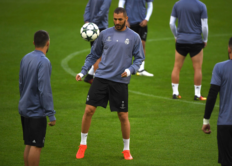 Football - Equipe de France - Benzema «aime l'équipe de France» et se «tient prêt»
