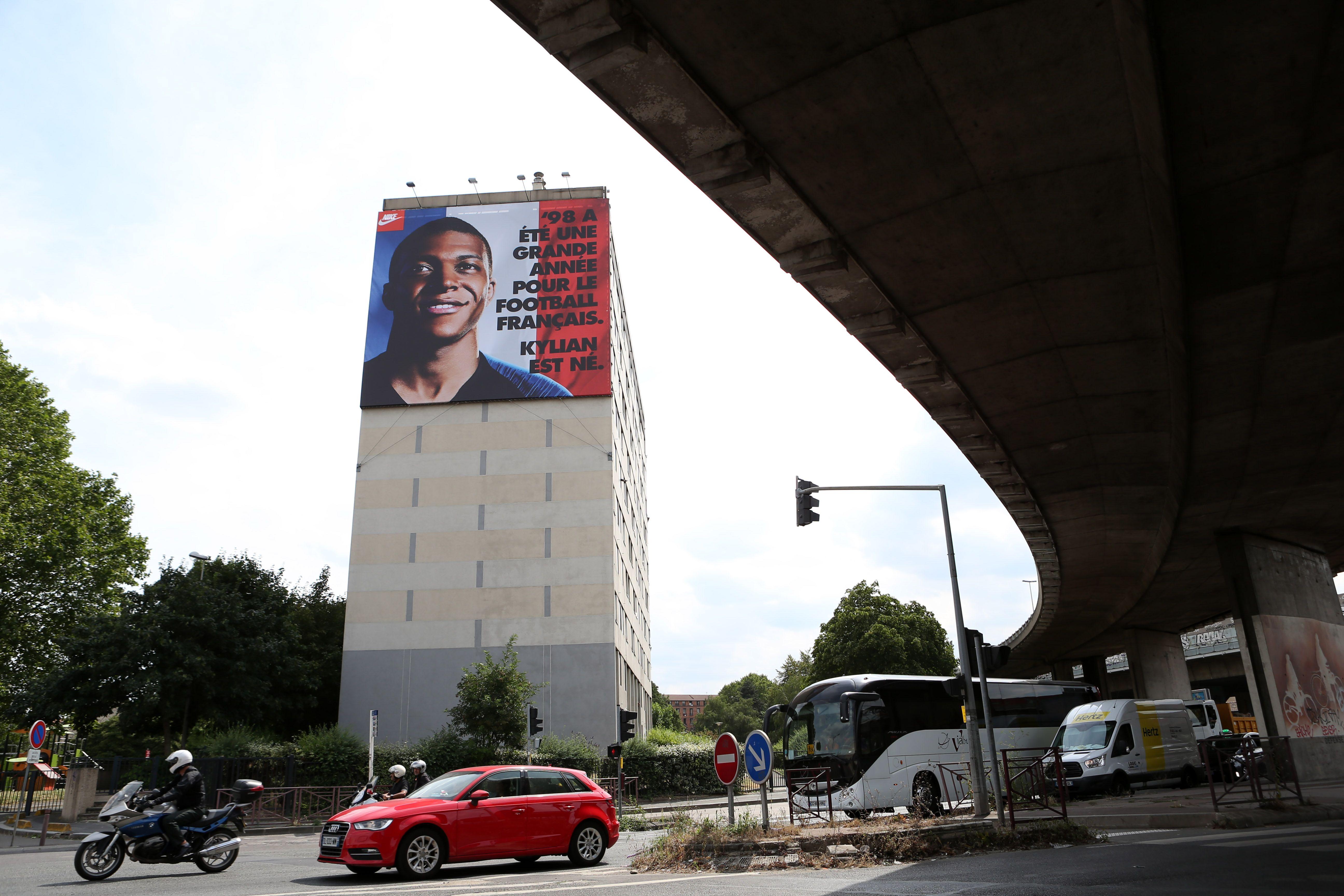 Football - Equipe de France - Kylian Mbappé fêté par Bondy