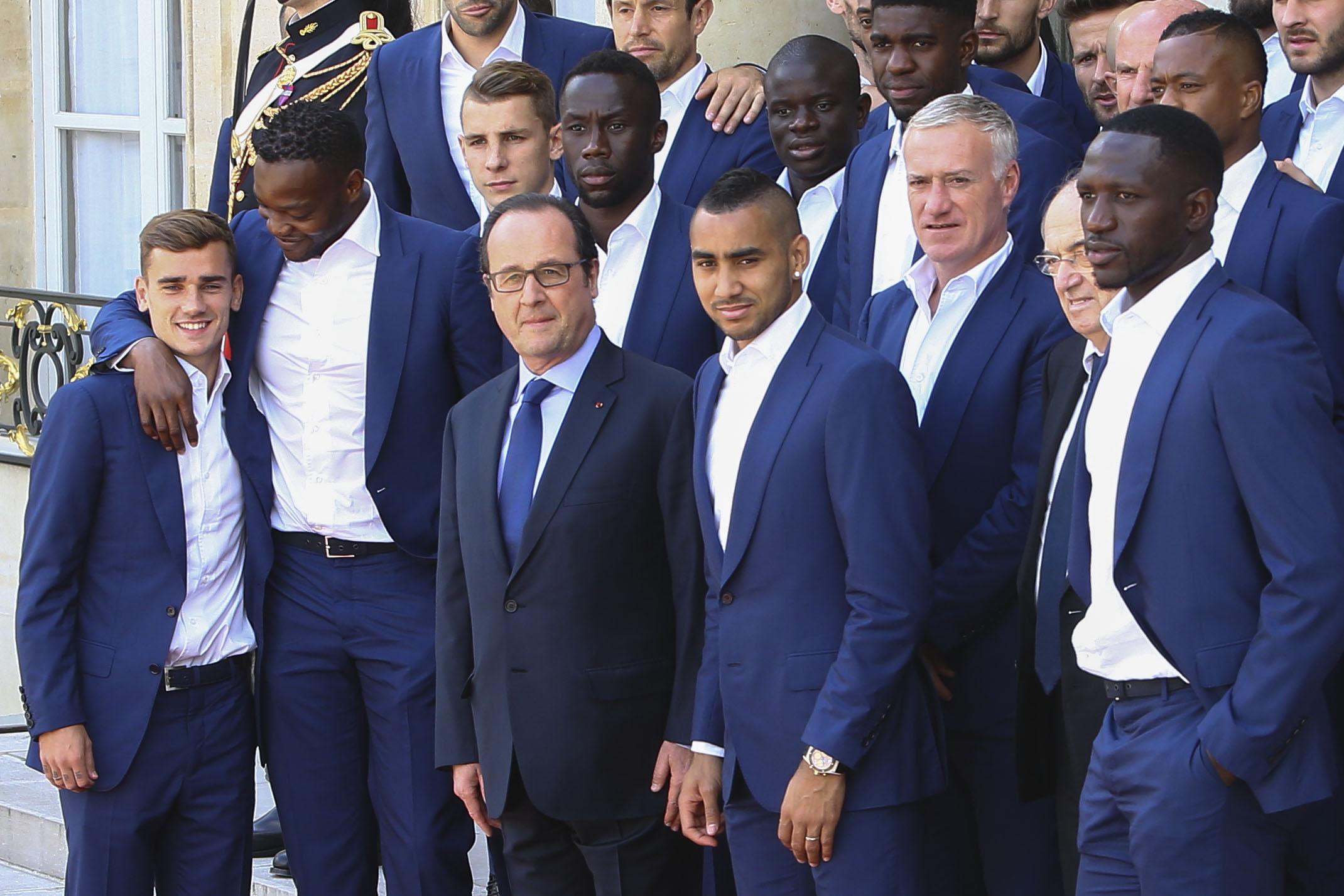 Football - Equipe de France - «Musculation du cerveau», Benzema, «gars des cités» : Hollande tacle les footballeurs