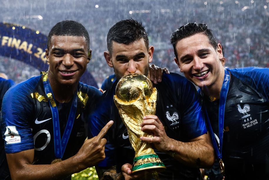 Football - Equipe de France - Championne du monde, la France prend la tête du classement FIFA
