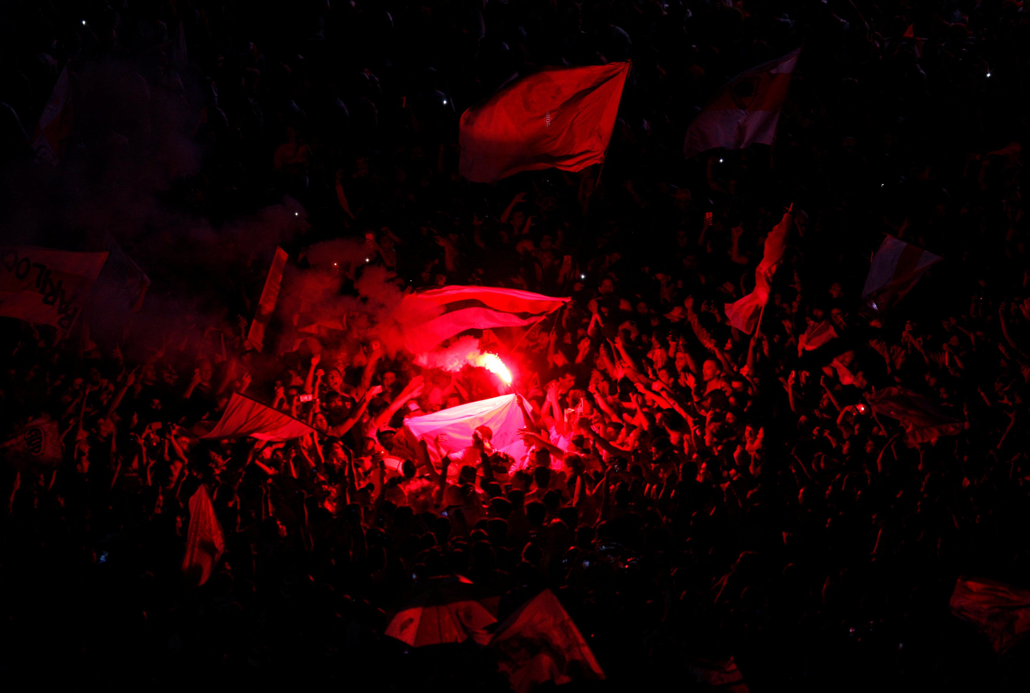 Football - Etranger - A Buenos Aires, les supporteurs de River Plate ivres de bonheur