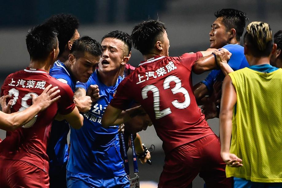 Football - Etranger - A l'origine d'une bagarre générale, Oscar suspendu huit matches en Chine