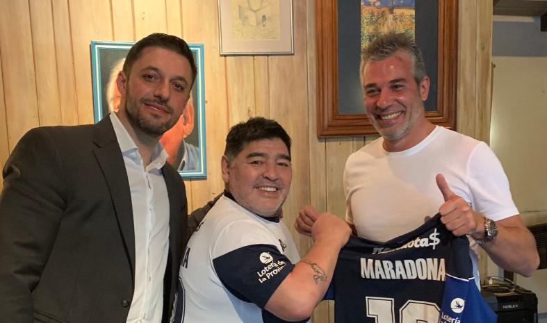 Football - Etranger - Le dernier du championnat argentin met son destin dans les mains de Maradona