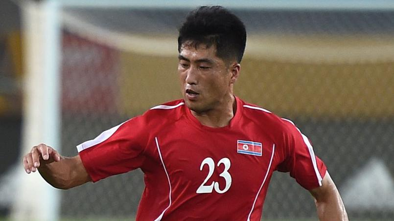 Football - Etranger - Les deux Corées se font face le temps d'un match de foot