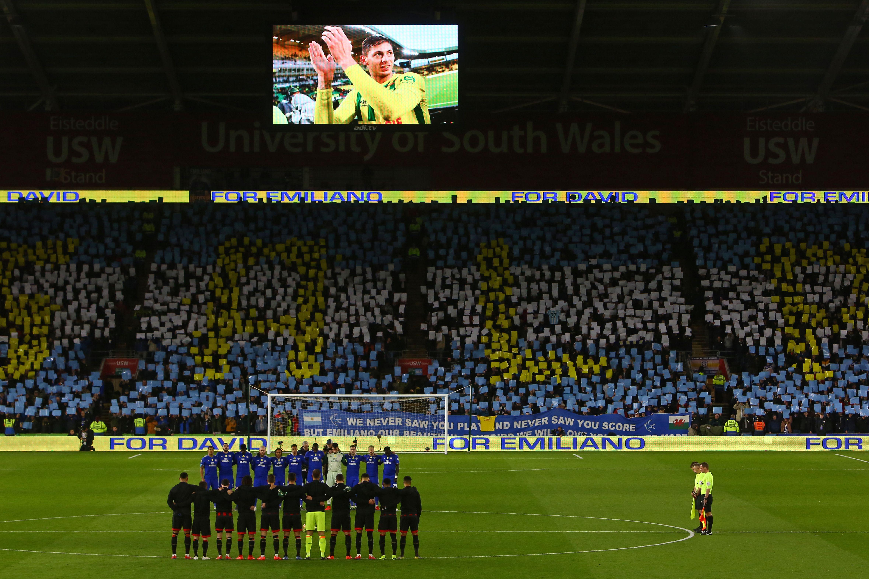 Football - Etranger - À domicile, le magnifique hommage de Cardiff à Emiliano Sala