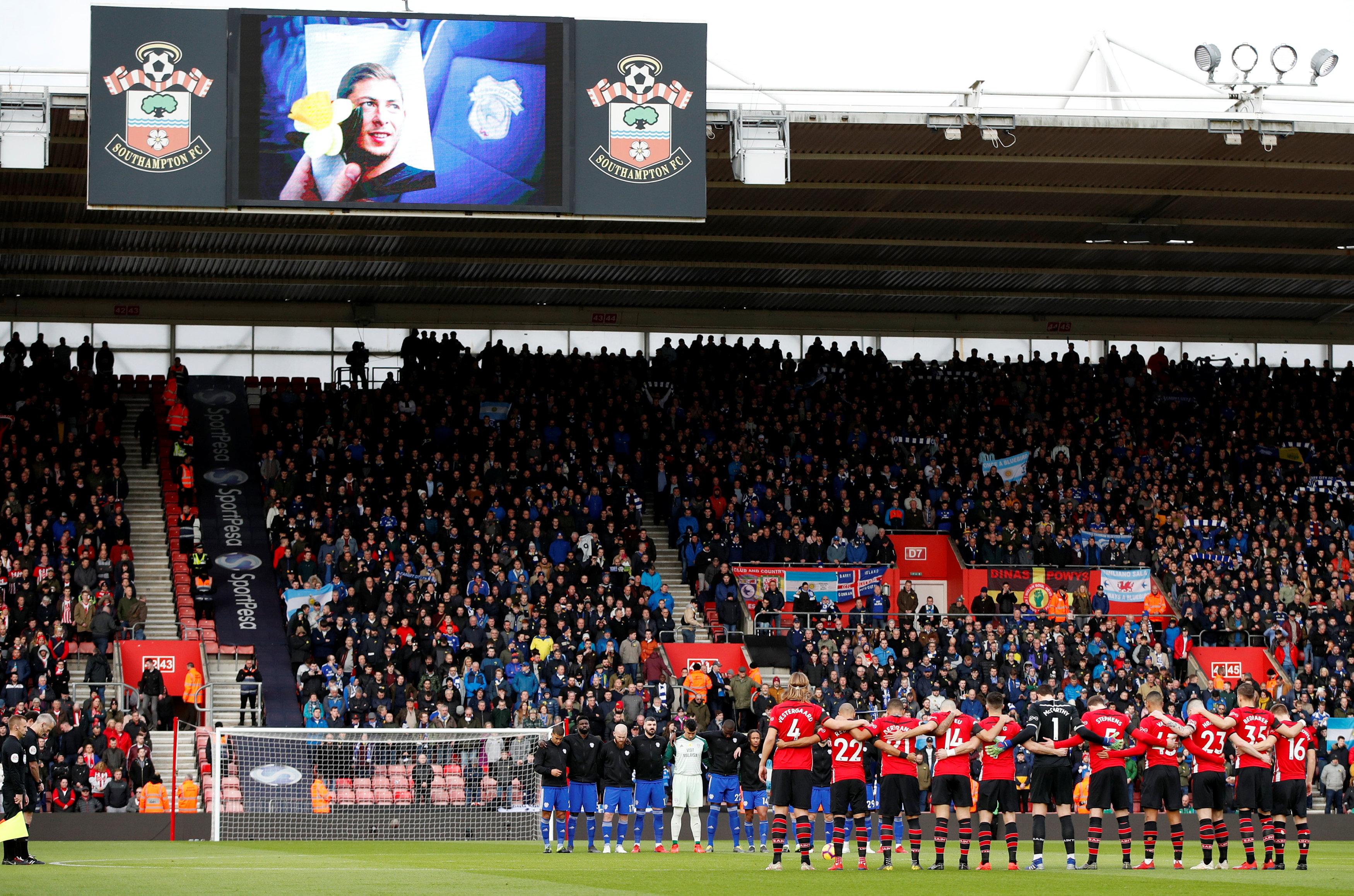 Football - Etranger - Disparition d'Emiliano Sala : l'émouvante minute de silence avant Southampton-Cardiff