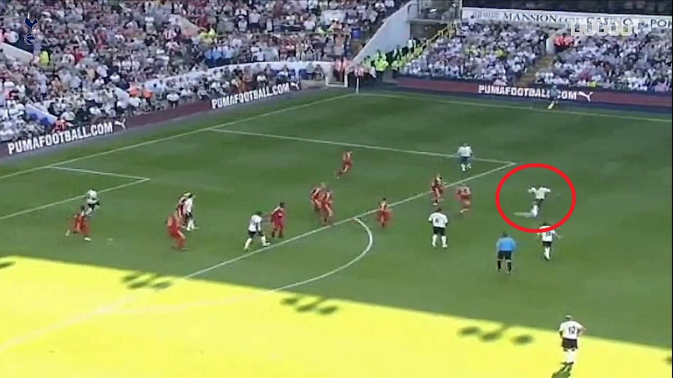 Football - Etranger - En attendant le foot : le missile pied gauche d'Assou-Ekotto contre Liverpool