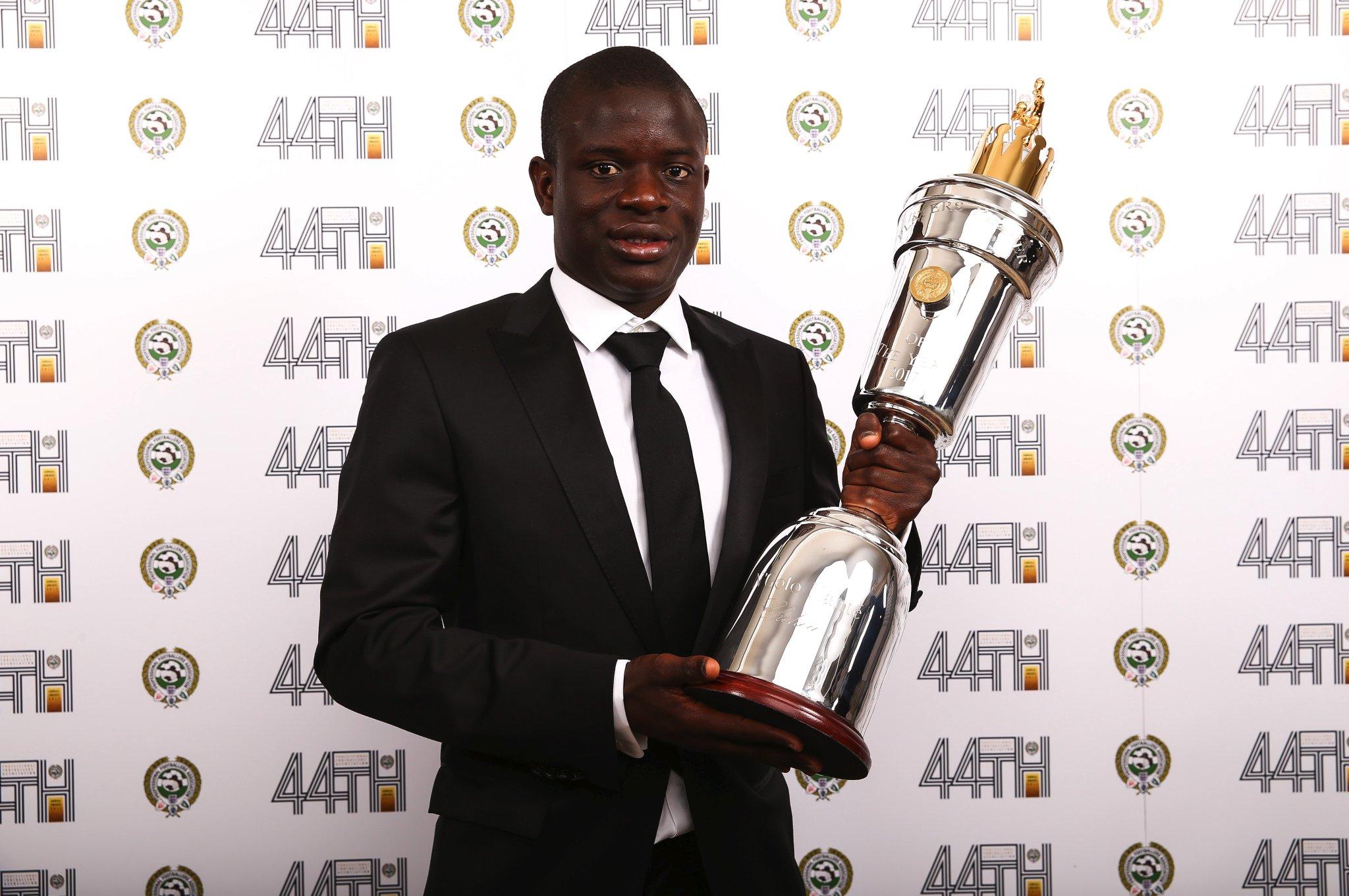 Football - Etranger - N'Golo Kanté élu joueur de l'année en Angleterre