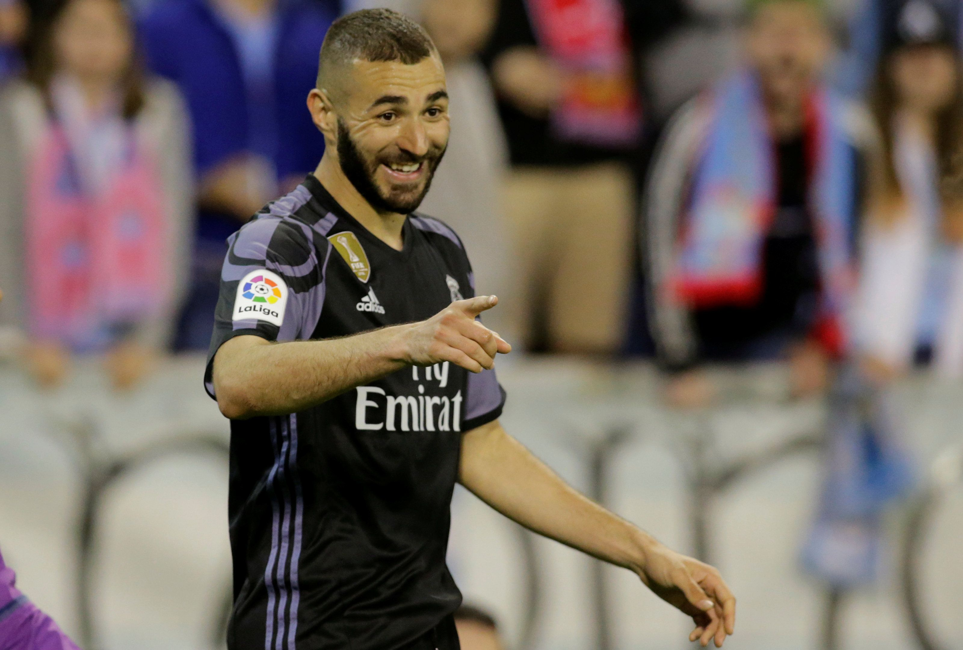 Football - Etranger - Benzema rempile au Real Madrid, l'histoire d'amour continue