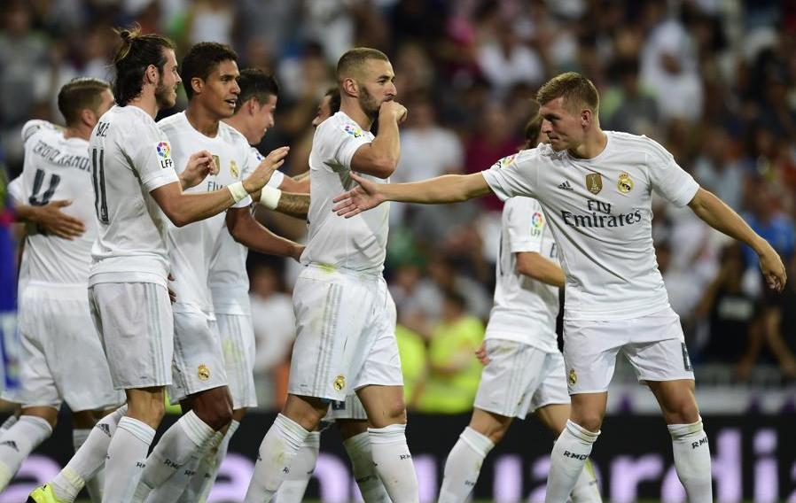 Football - Etranger - Carton du Real Madrid contre le Betis