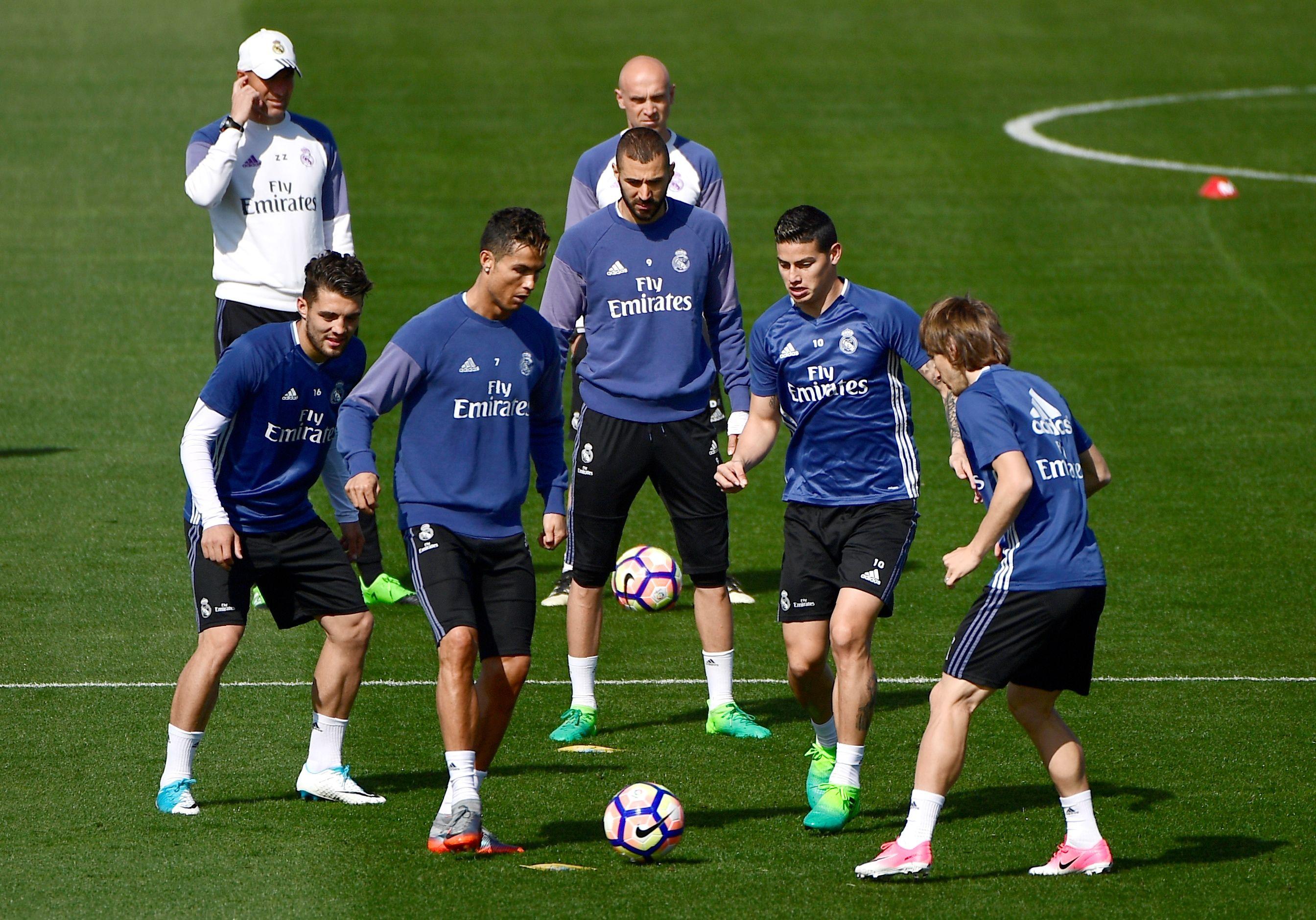 Cristiano Ronaldo fait le show à l'entraînement - Espagne - Etranger -  Football