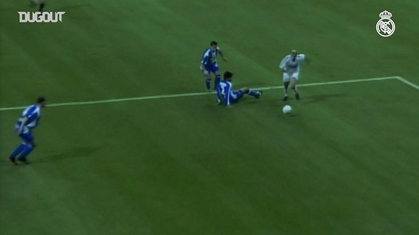 Football - Etranger - Espanyol-Real Madrid : avec un défenseur sur les fesses, le but génial de Zidane en 2005
