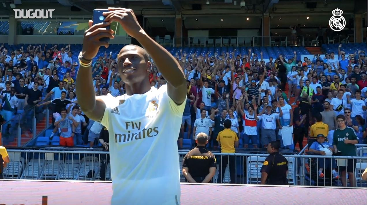 Football - Etranger - Real Madrid : Ferland Mendy présenté au stade Santiago-Bernabeu