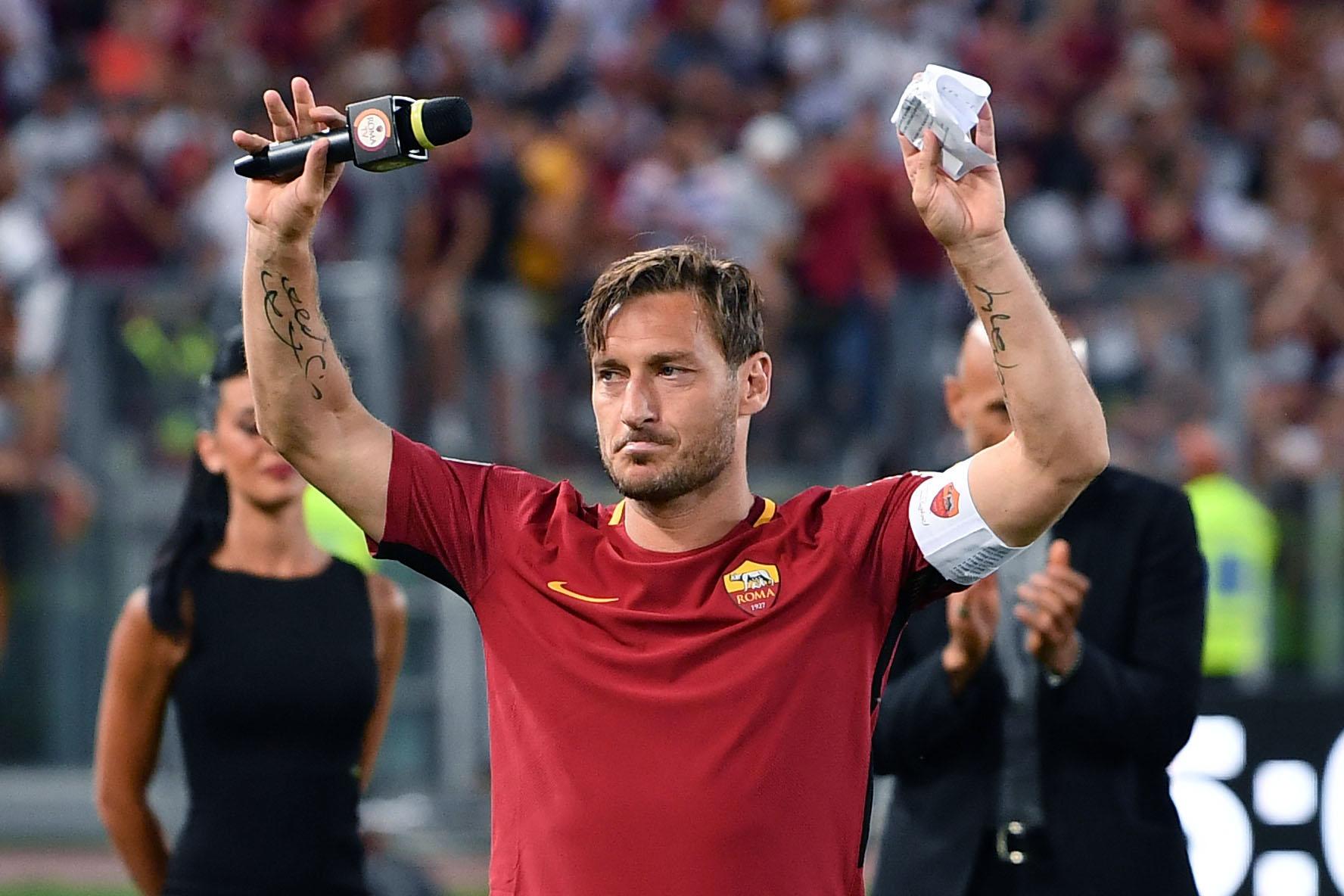 Football - Etranger - A 40 ans, la légende Totti met fin à sa carrière ... et reste à la Roma