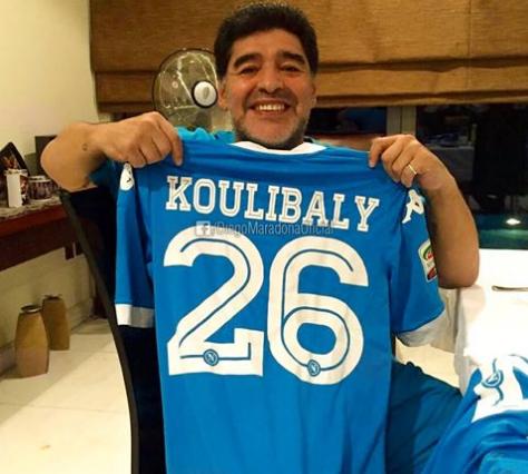Football - Etranger - Maradona fête le succès de Naples en brandissant le maillot de Koulibaly