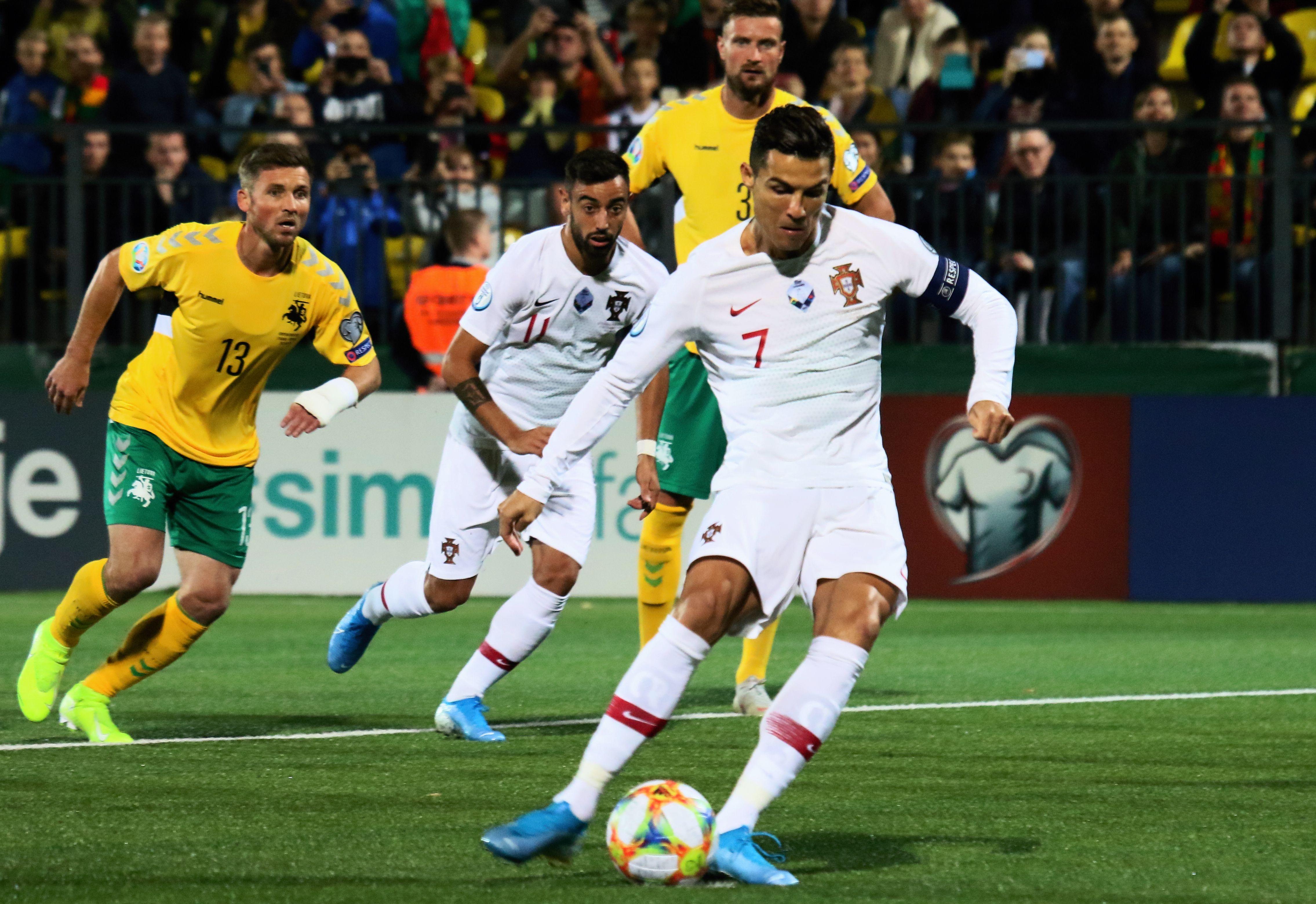 Football - Euro 2020 - Lituanie - Portugal : le quadruplé de Cristiano Ronaldo en vidéo