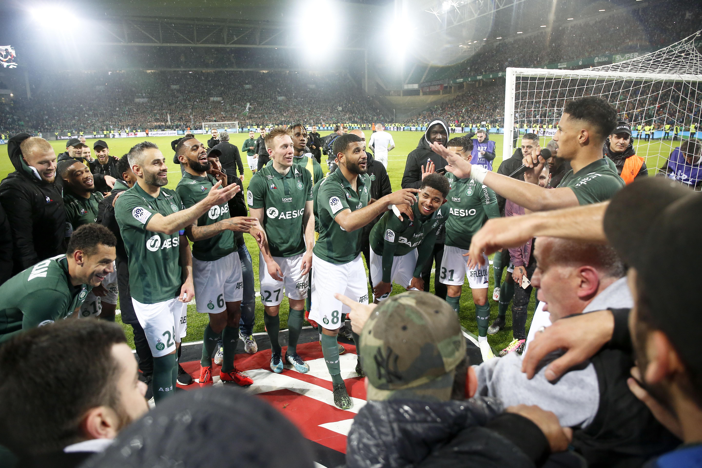 Football - Ligue 1 - A Saint-Etienne, une fête et de (grandes) questions