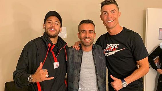 Football - Ligue 1 - Absent de la reprise du PSG, Neymar s'affiche à Turin avec Ronaldo