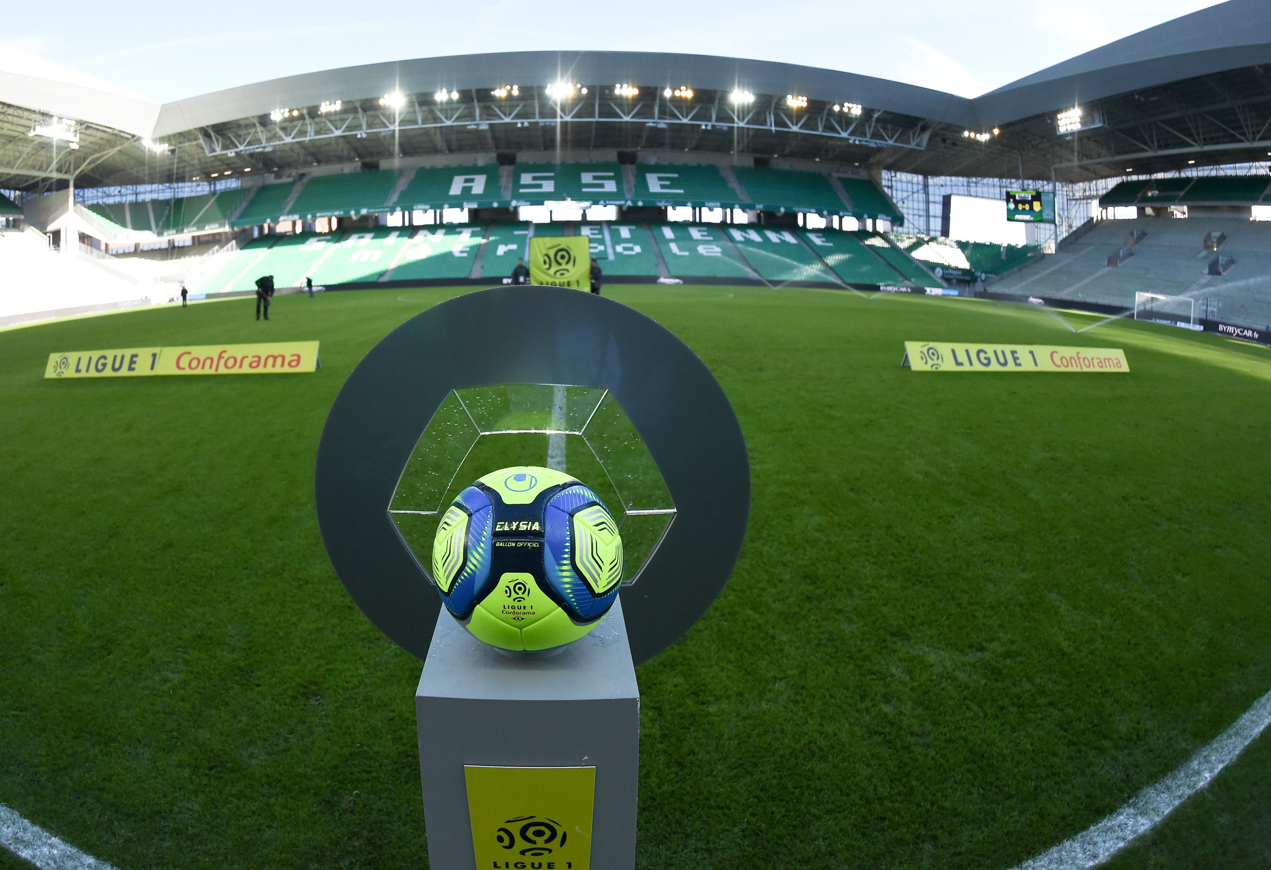 Football - Ligue 1 - Contestations, Ligue 2, mercato... Les dossiers chauds du football français