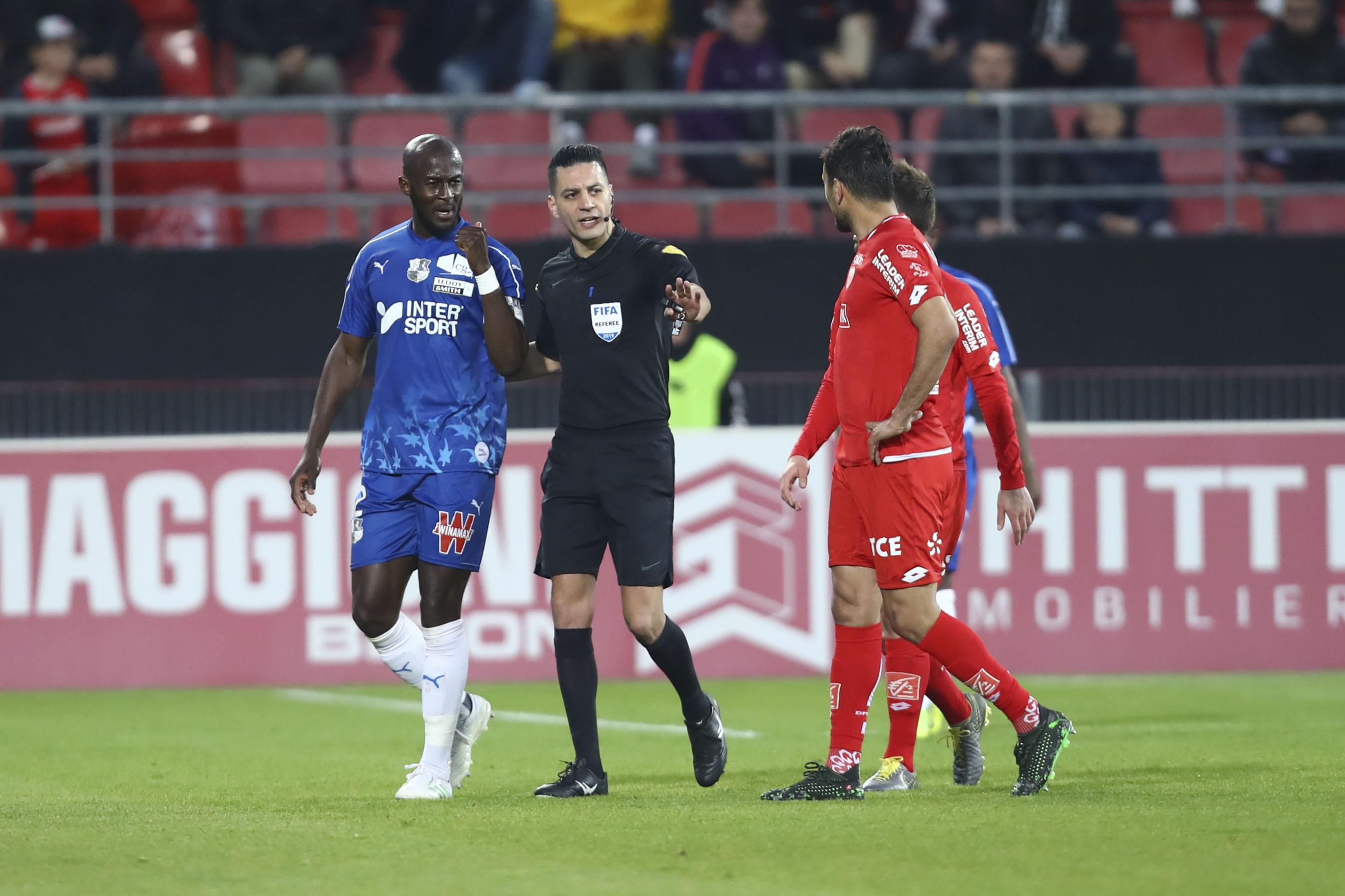 Football - Ligue 1 - Cris racistes à Dijon : le club écope d'un point de pénalité avec sursis