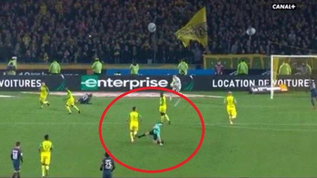 Football - Ligue 1 - Diego Carlos expulsé : L'incroyable pétage de plombs de Tony Chapron