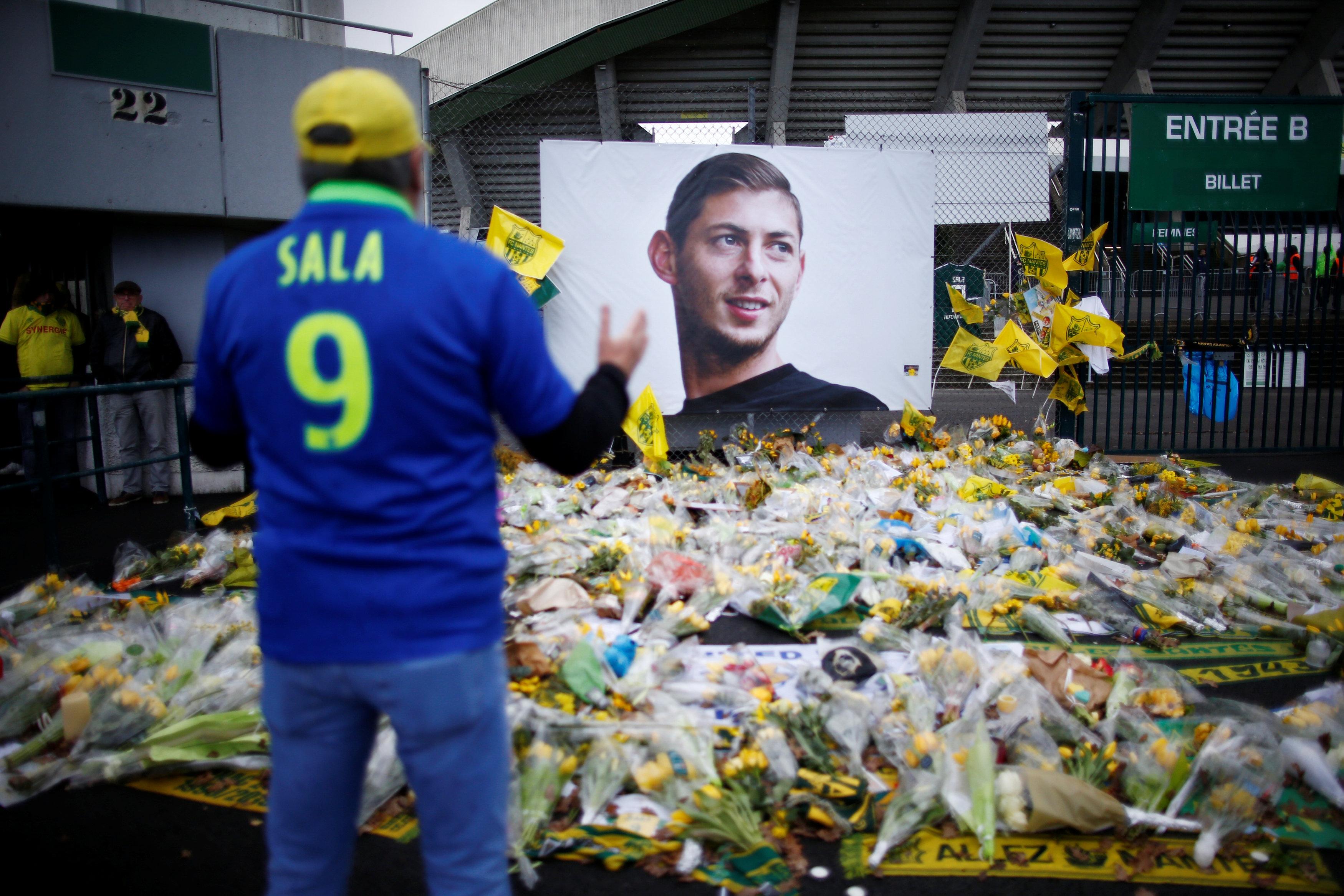 Football - Ligue 1 - Disparition d'Emiliano Sala : un an plus tard, de l'émotion et un litige