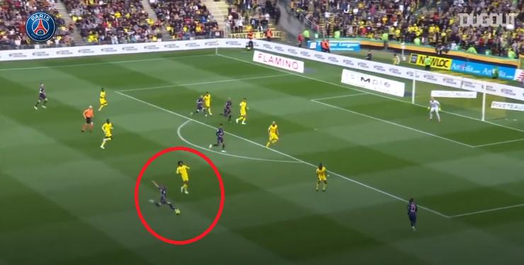Football - Ligue 1 - En attendant le foot : l'incroyable frappe pleine lucarne de Dani Alves contre Nantes