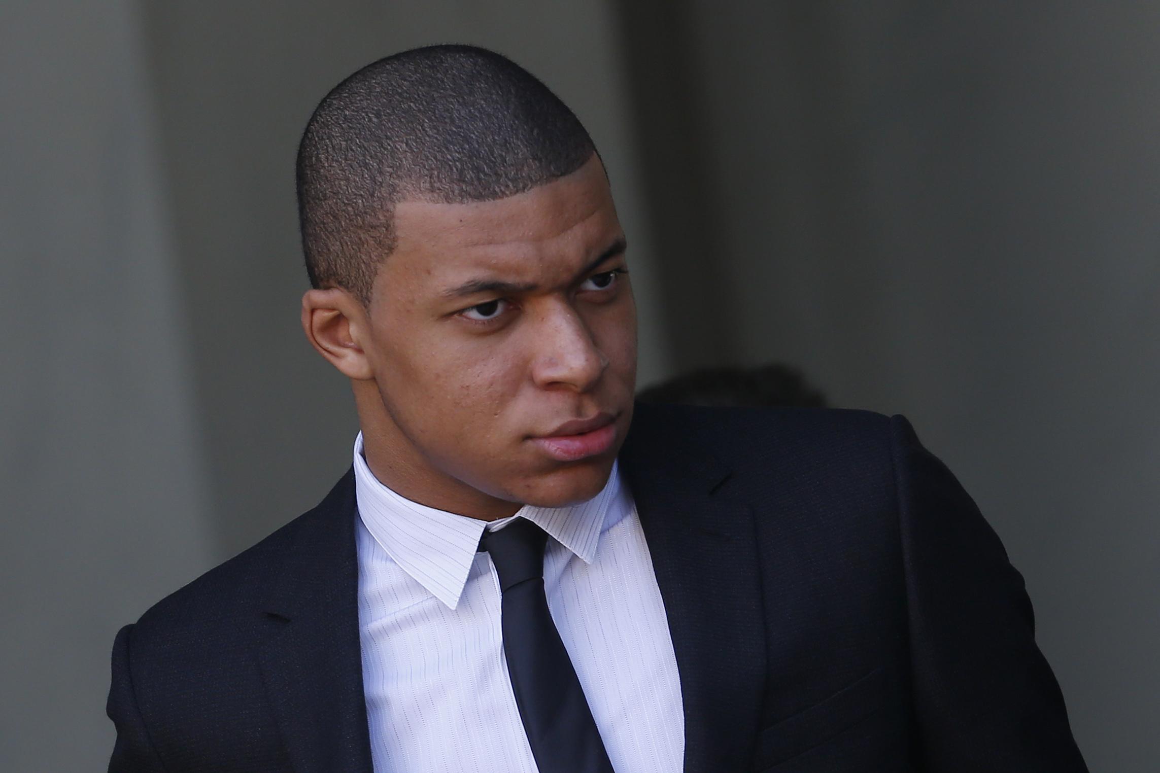 Football - Ligue 1 - La réponse cinglante de Mbappé à Assou-Ekotto sur Twitter