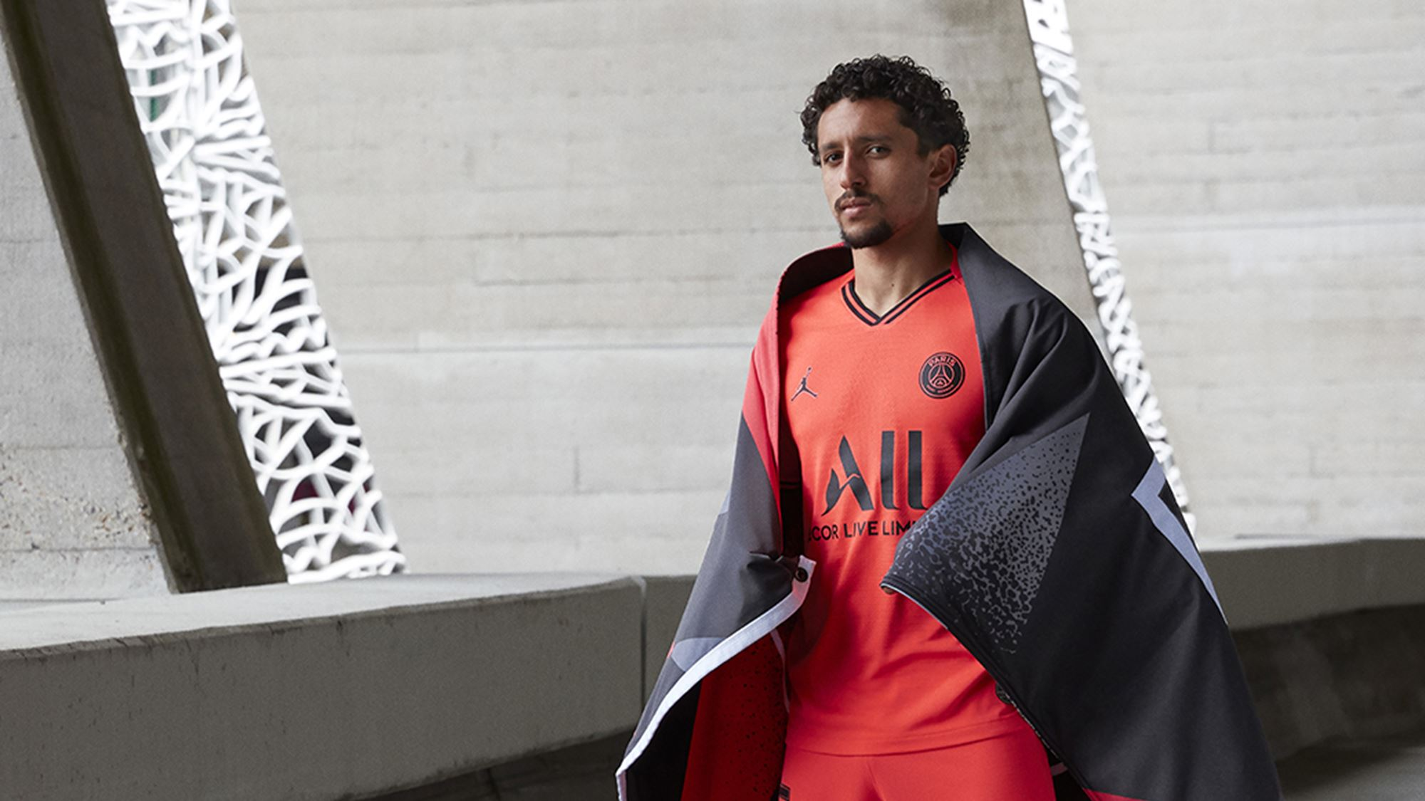 Football - Ligue 1 - Le PSG présente son maillot extérieur... sans Neymar