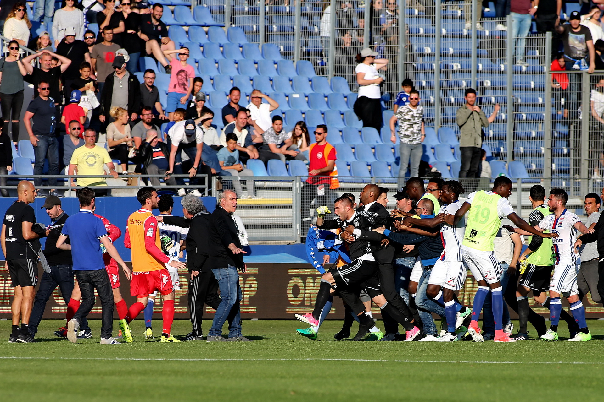 Football - Ligue 1 - Bastia écope d'un match à huis clos sur terrain neutre, en attendant plus