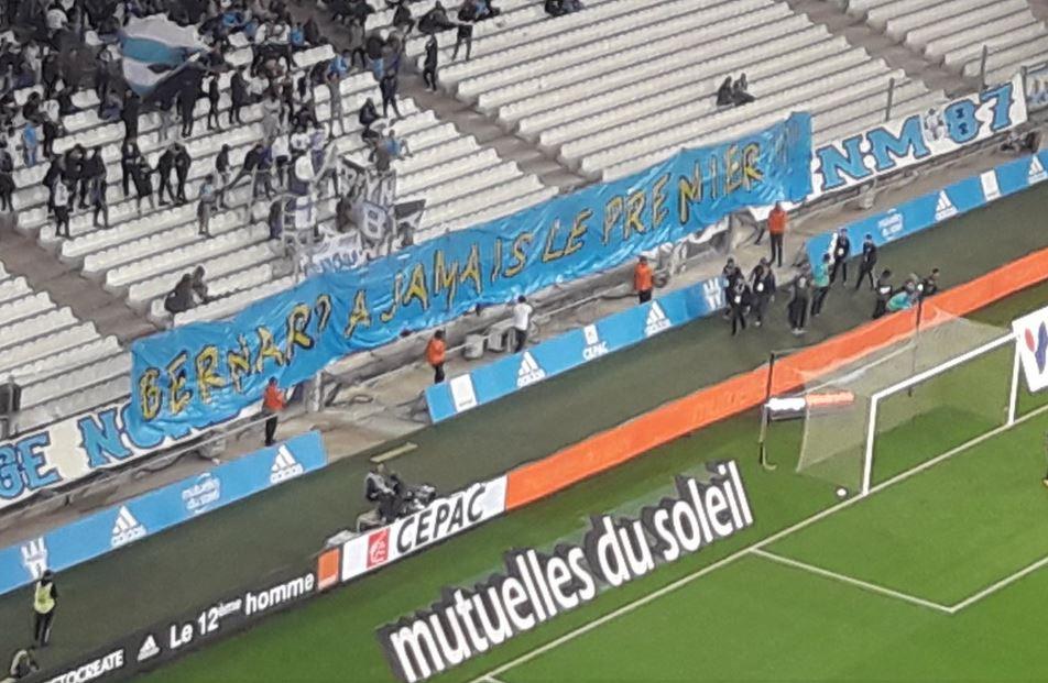 Football - Ligue 1 - Le Vélodrome au soutien de Bernard Tapie