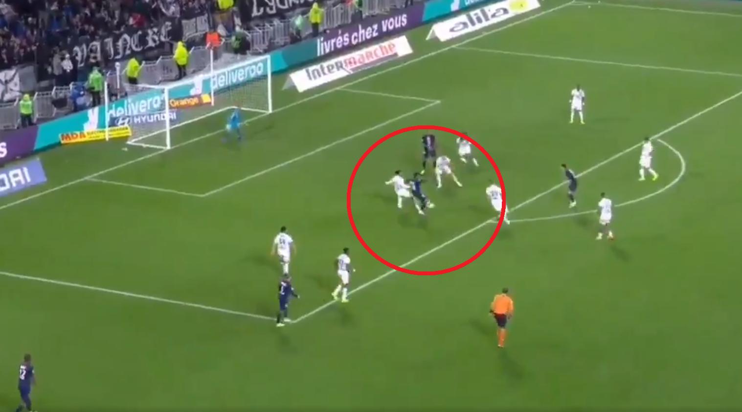 Football - Ligue 1 - Ligue 1 : Le superbe enchaînement de Neymar pour offrir la victoire au PSG