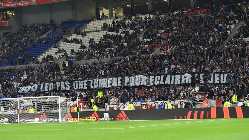 Football - Ligue 1 - Lyon-Monaco : Aulas regrette les banderoles hostiles des supporters