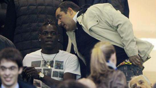 Football - Ligue 1 - Mario Balotelli a embouti ... la voiture de Mino Raiola