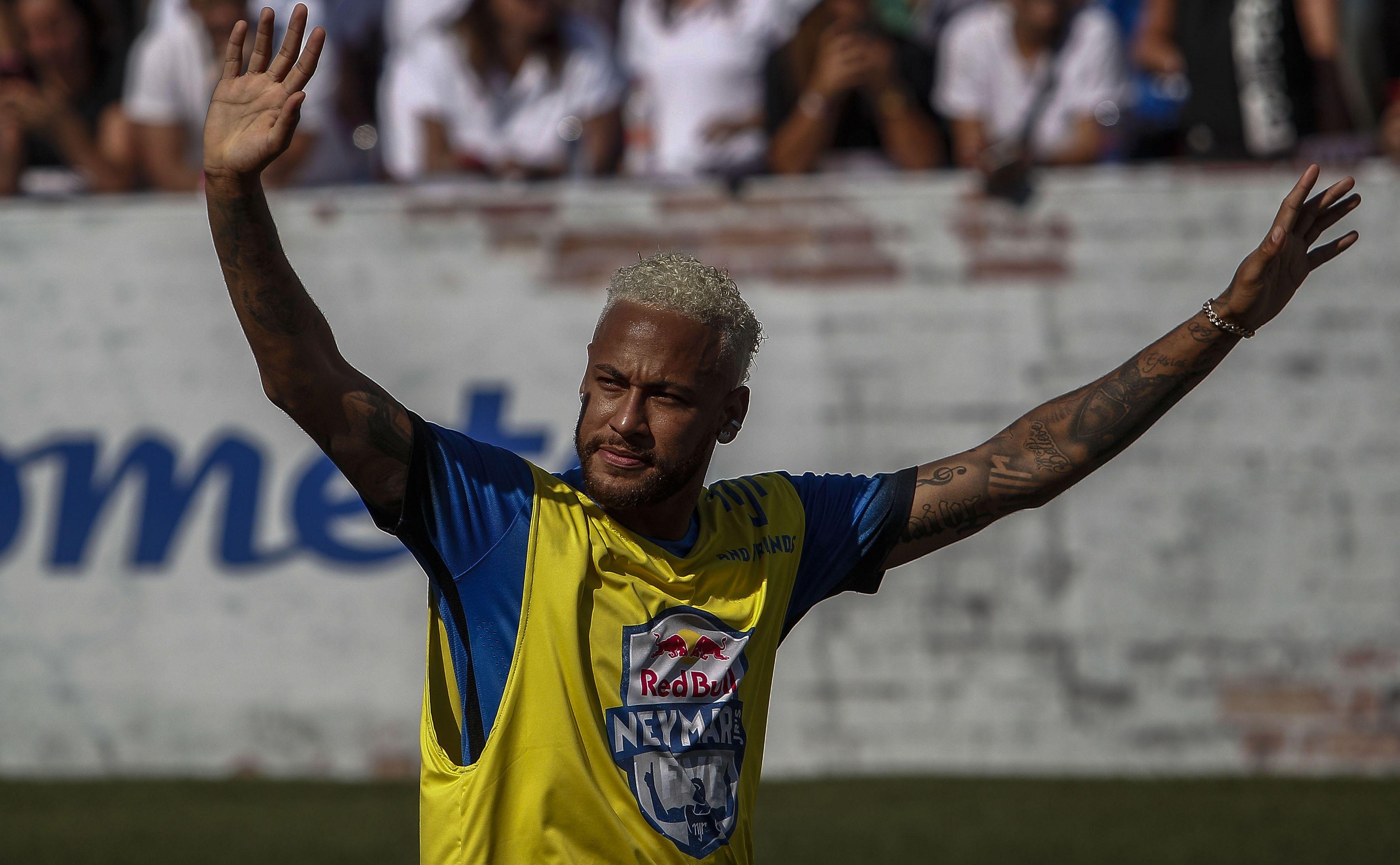Football - Ligue 1 - Neymar sur Messi : «Le meilleur du monde, ça a été un honneur de jouer avec lui»