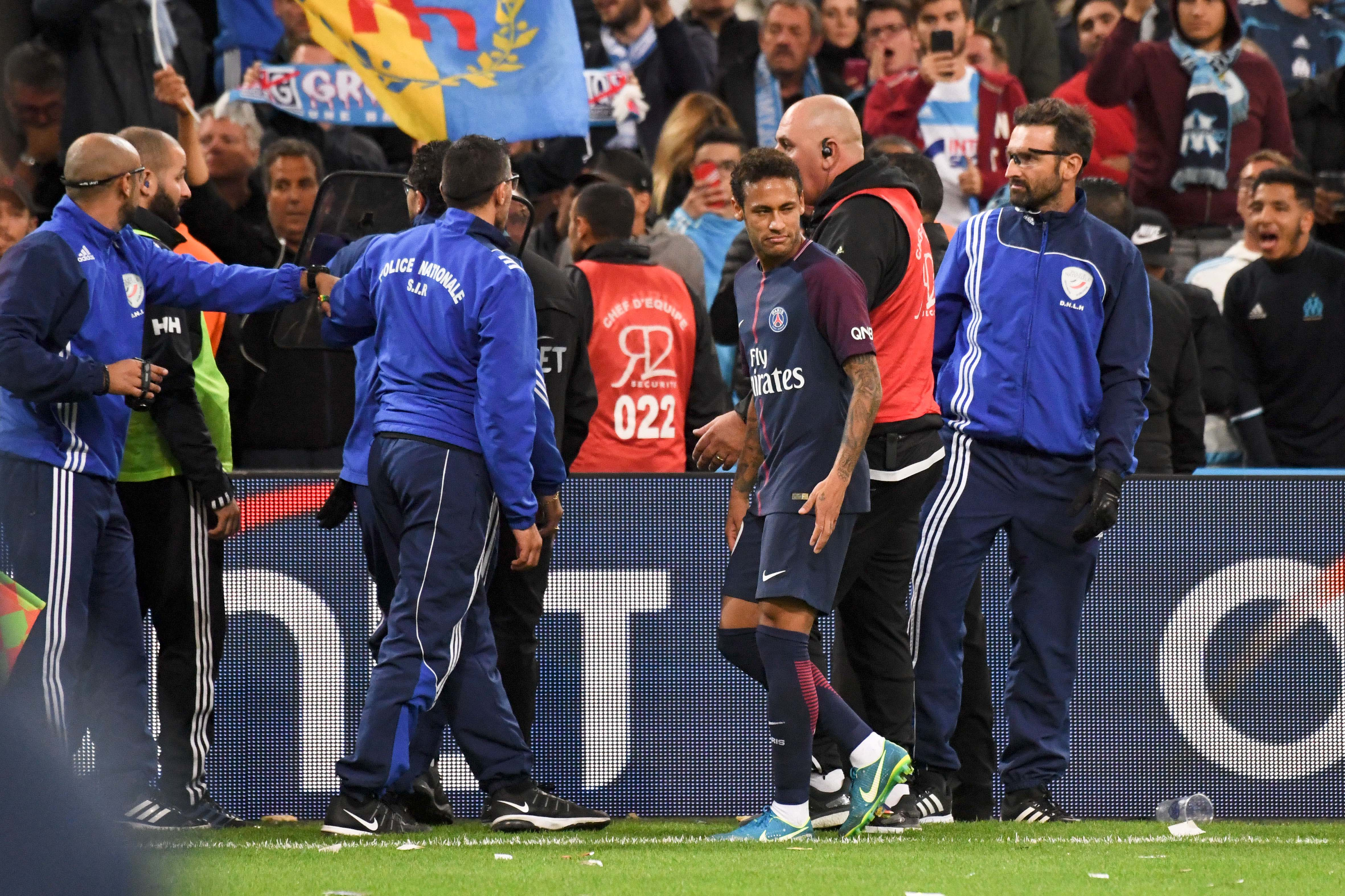 Football - Ligue 1 - OM-PSG : Neymar scandalisé par les jets de projectiles au Vélodrome