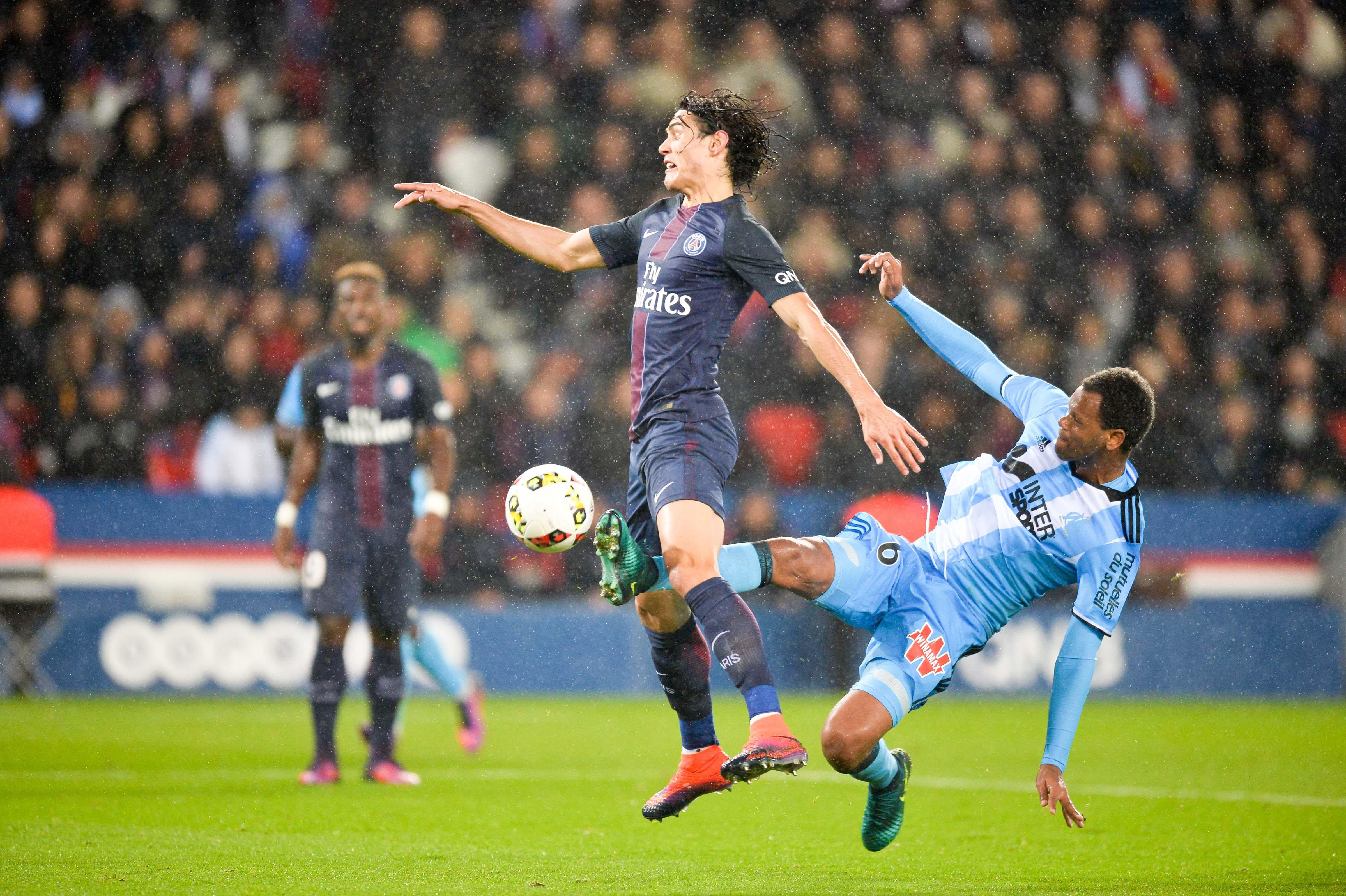 Football - Ligue 1 - Penalty sur Cavani ? L'action polémique de PSG-OM