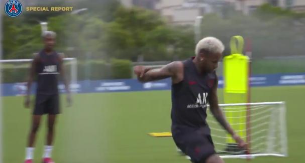 Football - Ligue 1 - PSG: A l'entraînement, Neymar retrouve le sourire