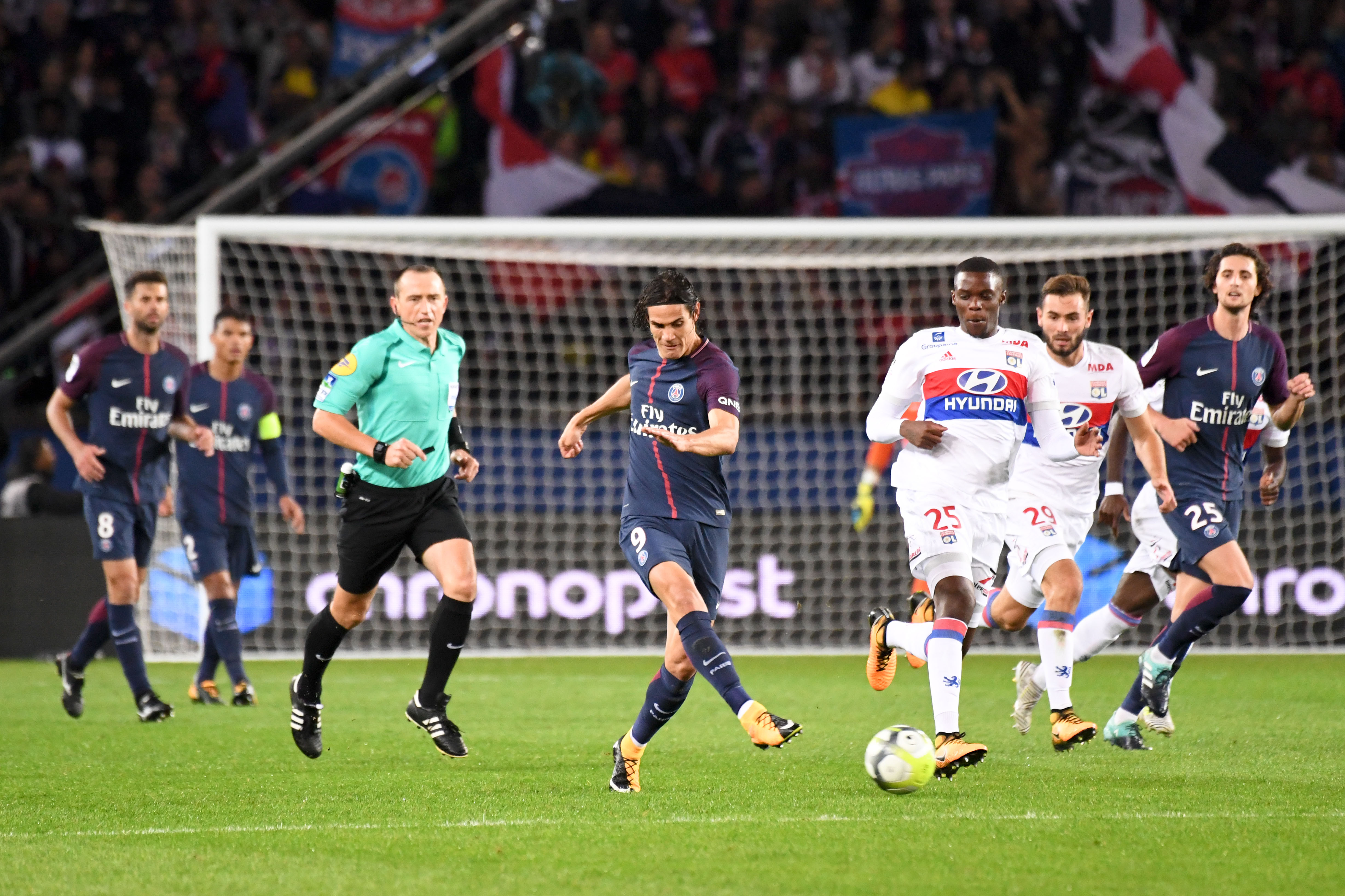Football - Ligue 1 - PSG-Lyon : L'OL se plaint (encore) de l'arbitrage