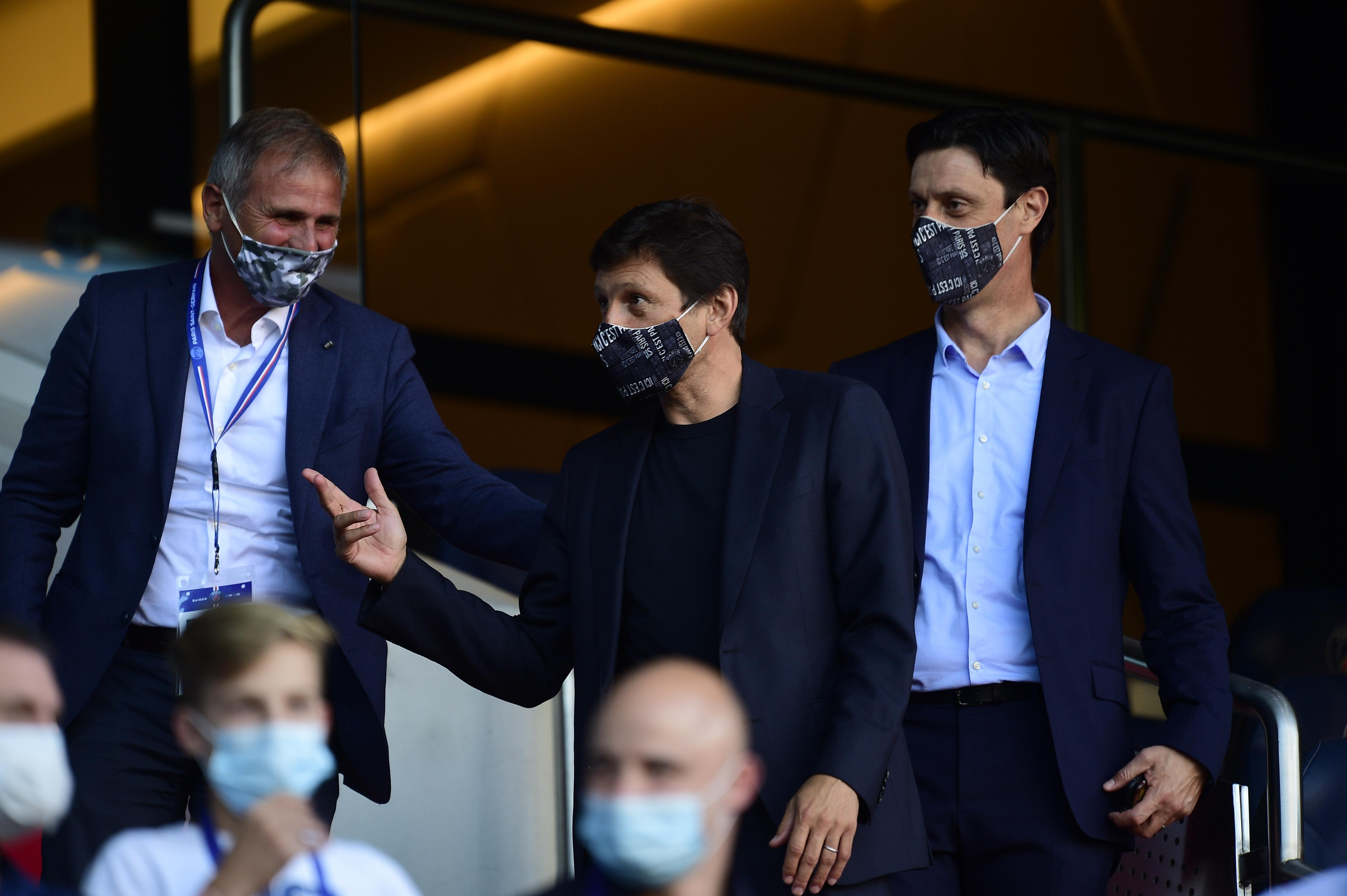 Football - Ligue 1 - PSG : sans micro ni caméra, Leonardo joue au pompier de service