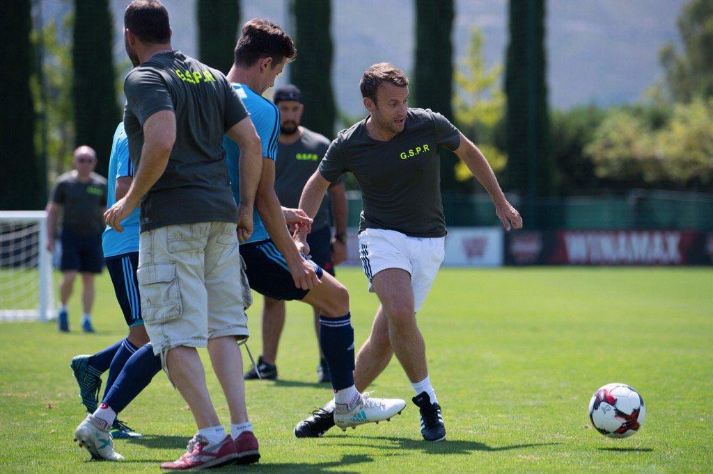 Football - Ligue 1 - Quand Emmanuel Macron dispute un match contre des joueurs de l'OM