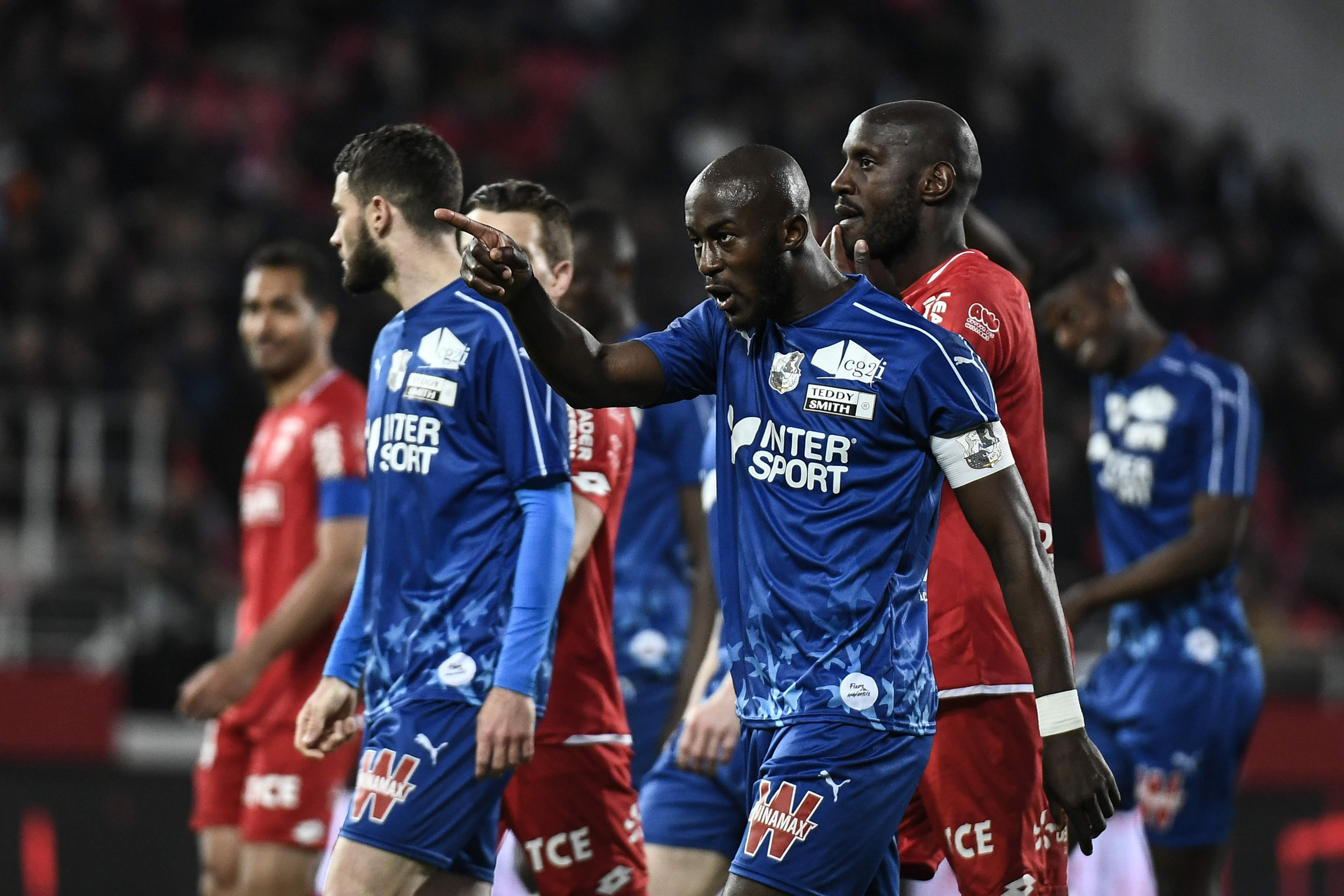 Football - Ligue 1 - Qui est Prince Gouano, victime de cris de singe à Dijon ?