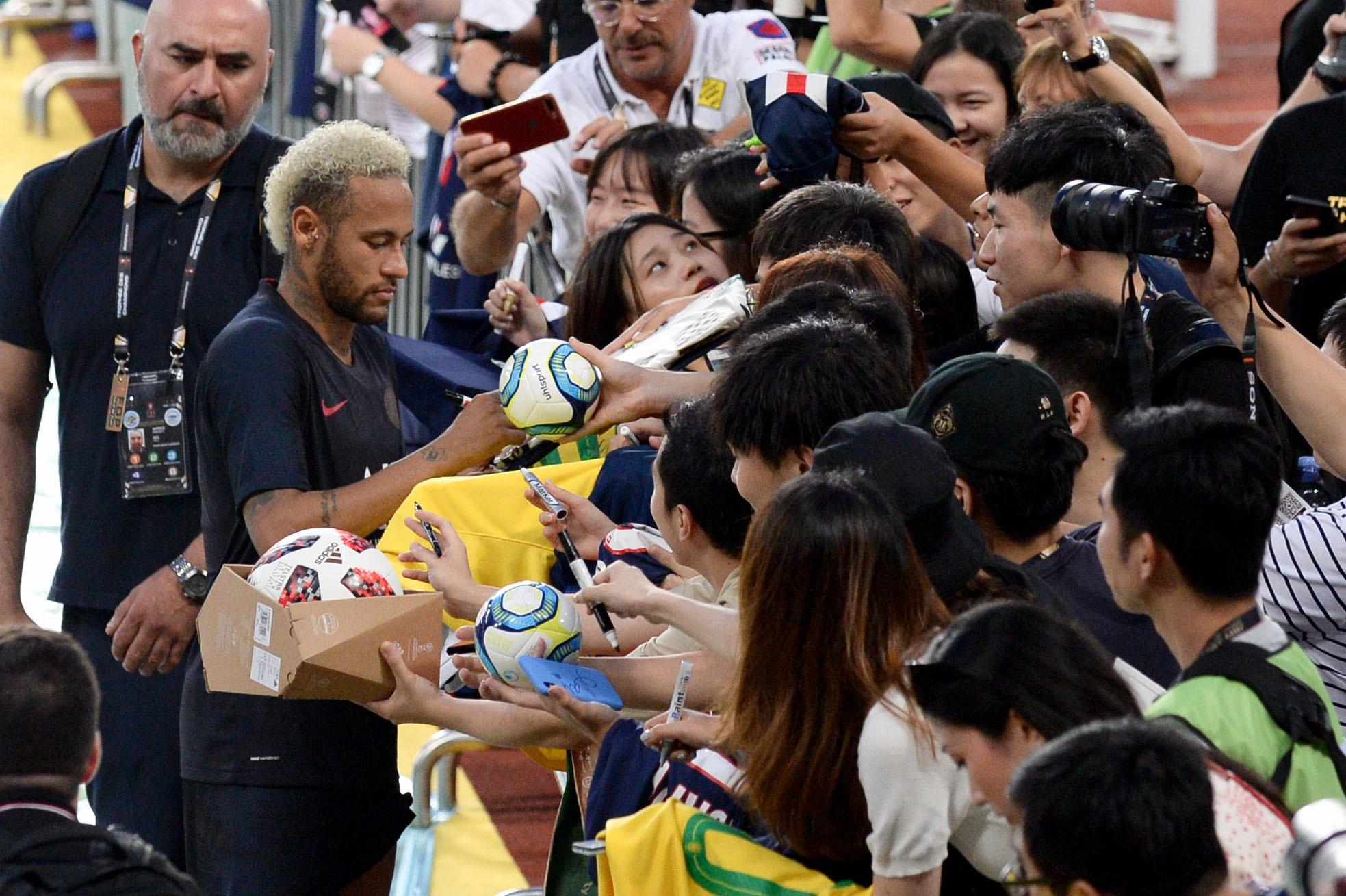 Football - Ligue 1 - Sondage : le PSG doit-il se séparer de Neymar ?