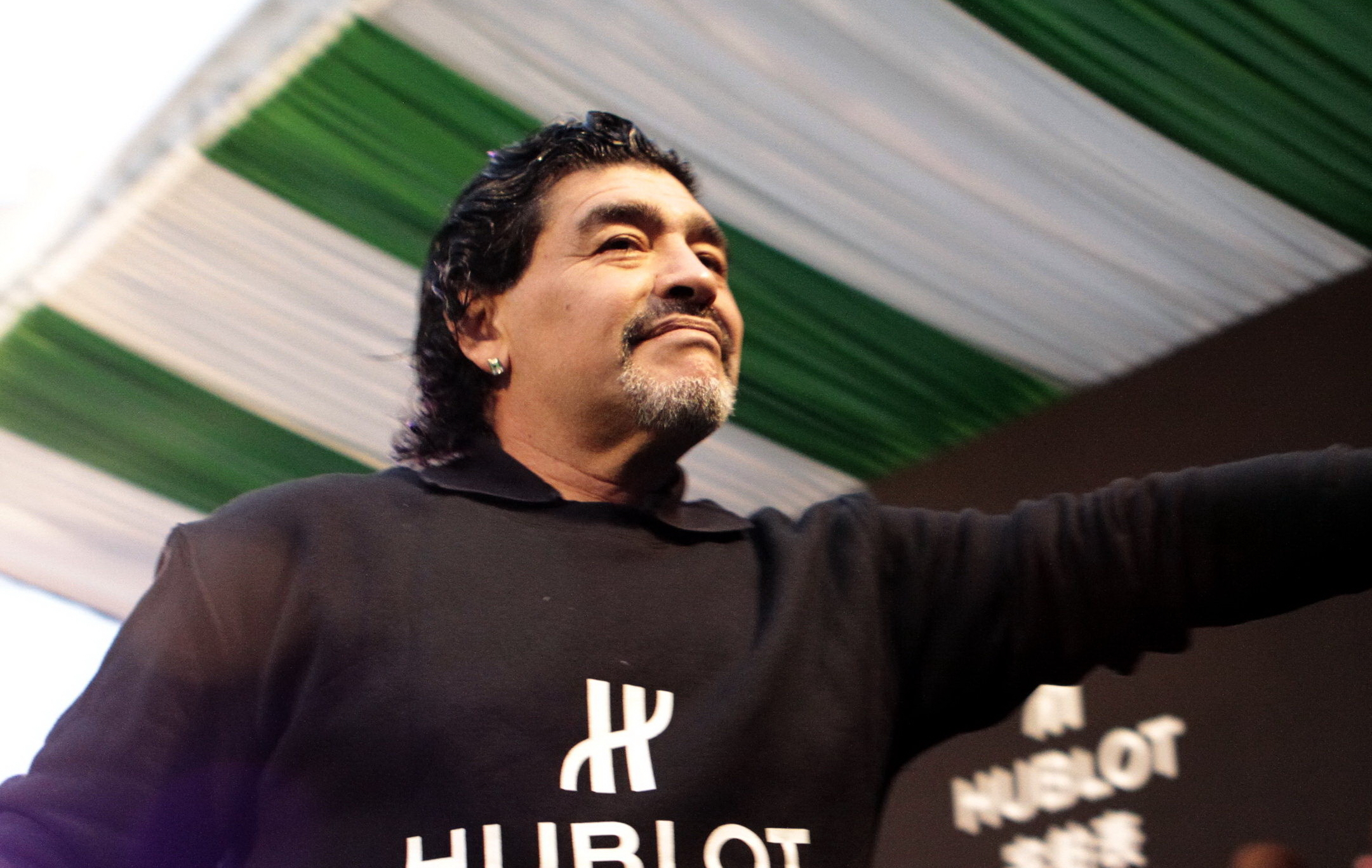 maradona pr t rejoindre montpellier montpellier homes clubs ligue 1 football. Black Bedroom Furniture Sets. Home Design Ideas